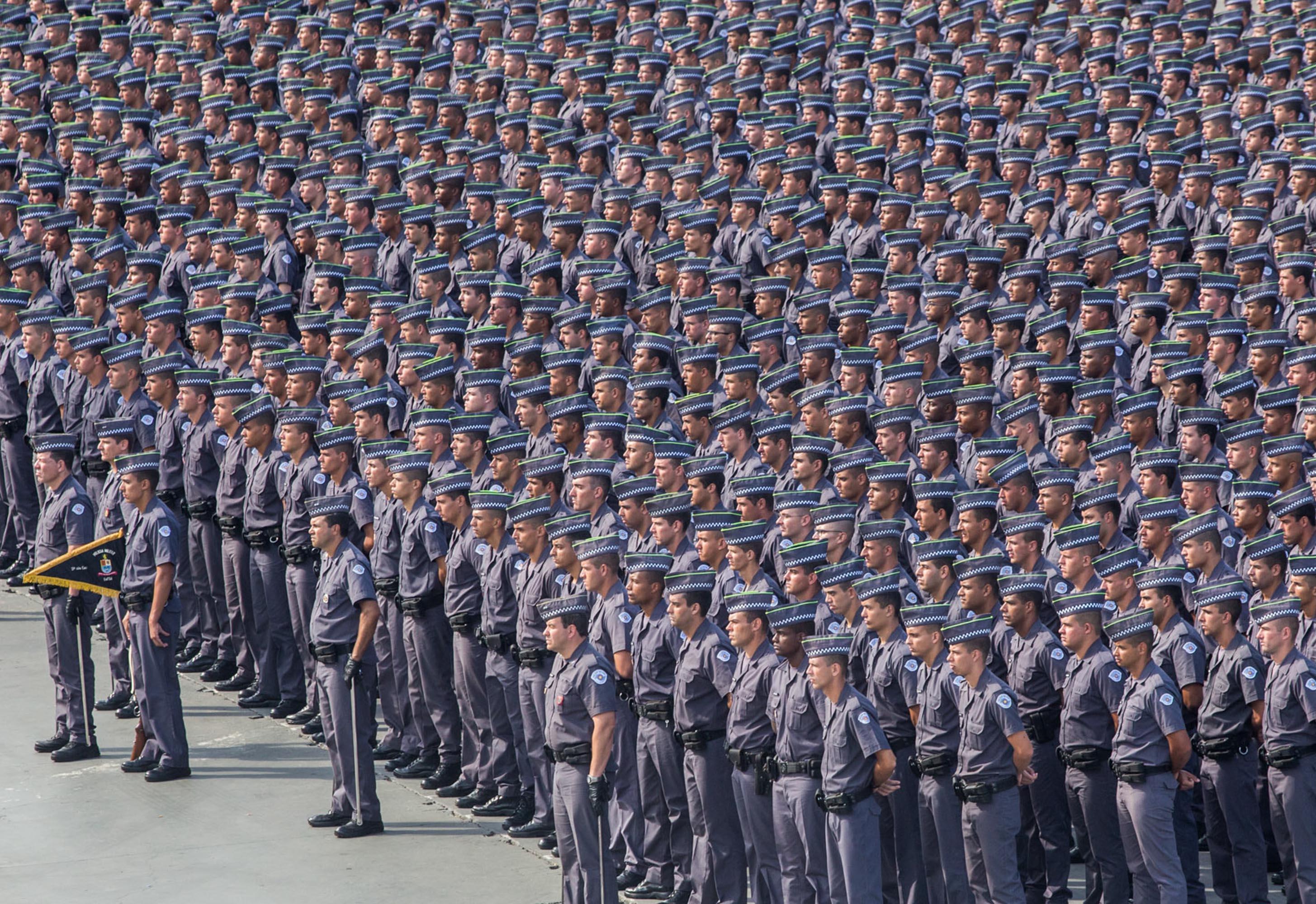 Segurança - policiais - soldados polícia militar tropa