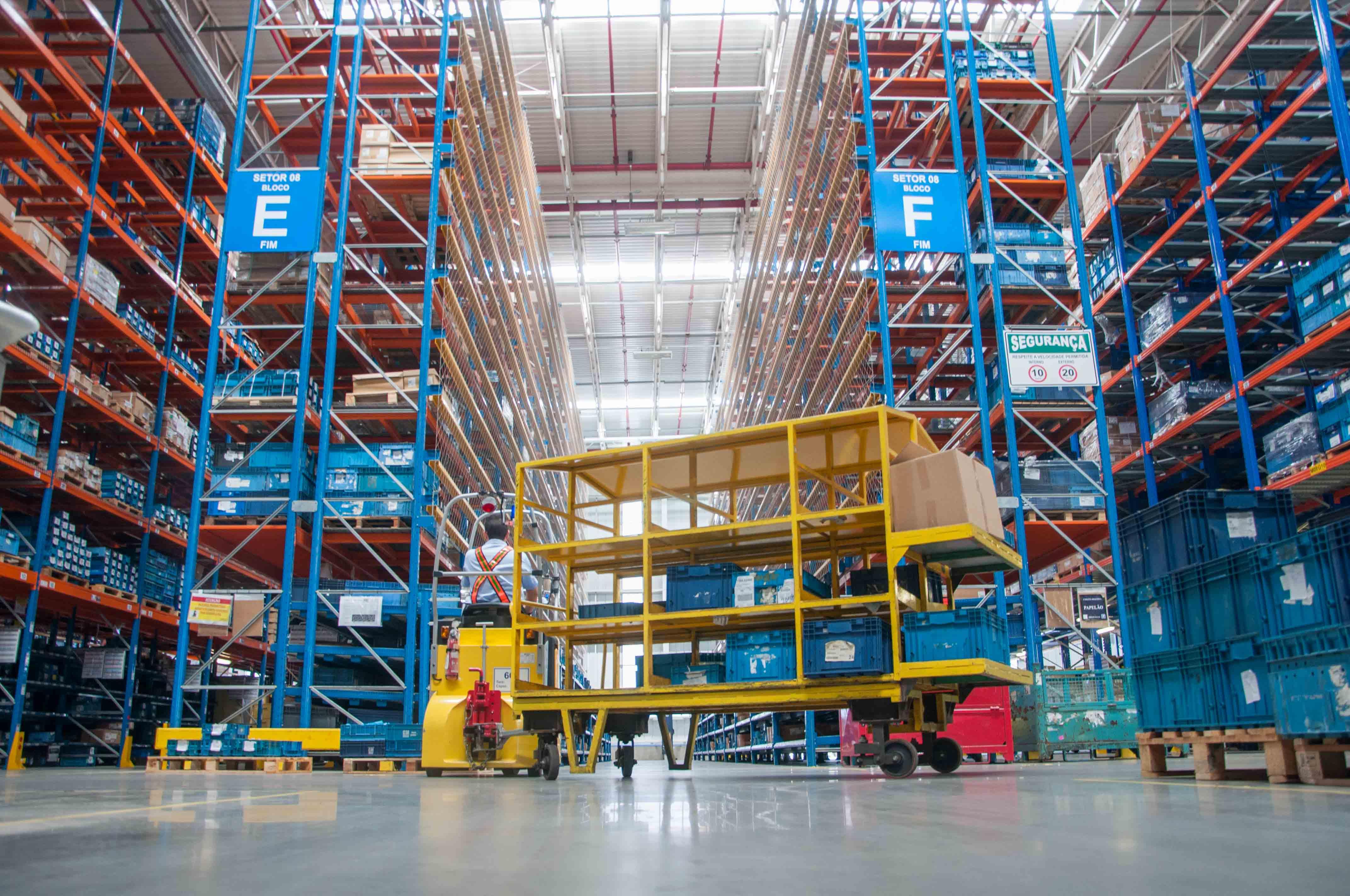 Economia - Indústria - logística distribuição fábrica produção