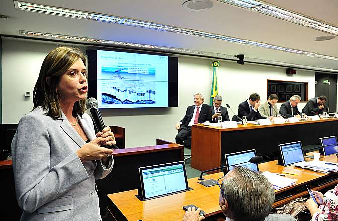 Audiência pública sobre o regime de partilha da Petrobras. Representante da Petrobras, Analise Quintão Lara
