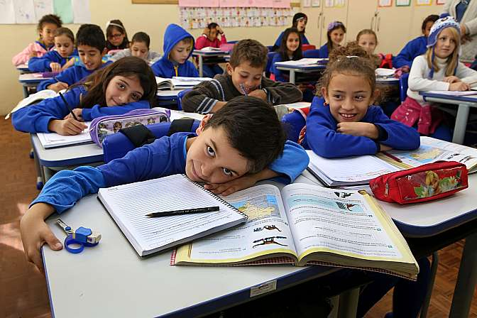 Educação - sala de aula - ensino estudante criança aprendizado escola alfabetização