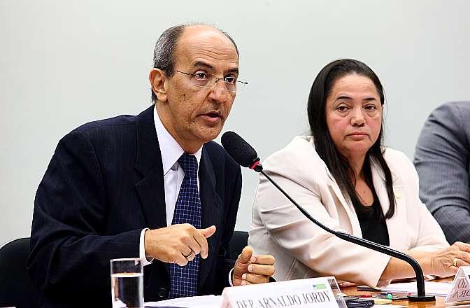 Audiência pública conjunta das comissões de Integração Nacional, Desenvolvimento Regional e da Amazônia (CINDRA), de Minas e Energia (CME) e de Meio Ambiente e Desenvolvimento Sustentável (CMADS) para discutir o cumprimento das condicionantes por parte do Consórcio Norte e Energia na construção da Usina de Belo Monte na Bacia do Xingu. Presidente da CMADS, dep. Arnaldo Jordy (PPS-PA)