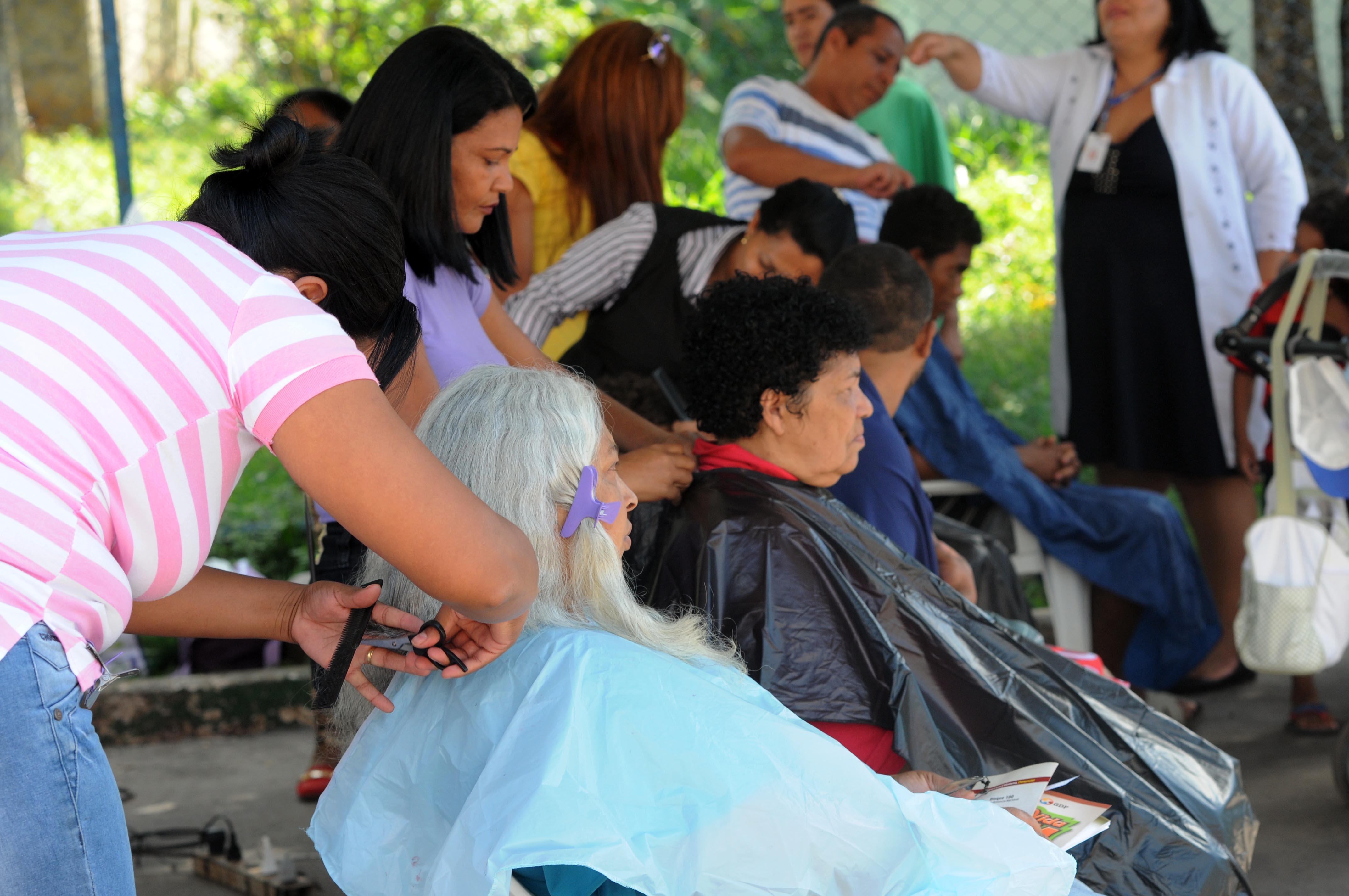 Trabalho - geral - salão de beleza cabeleireiro corte cabelo estética