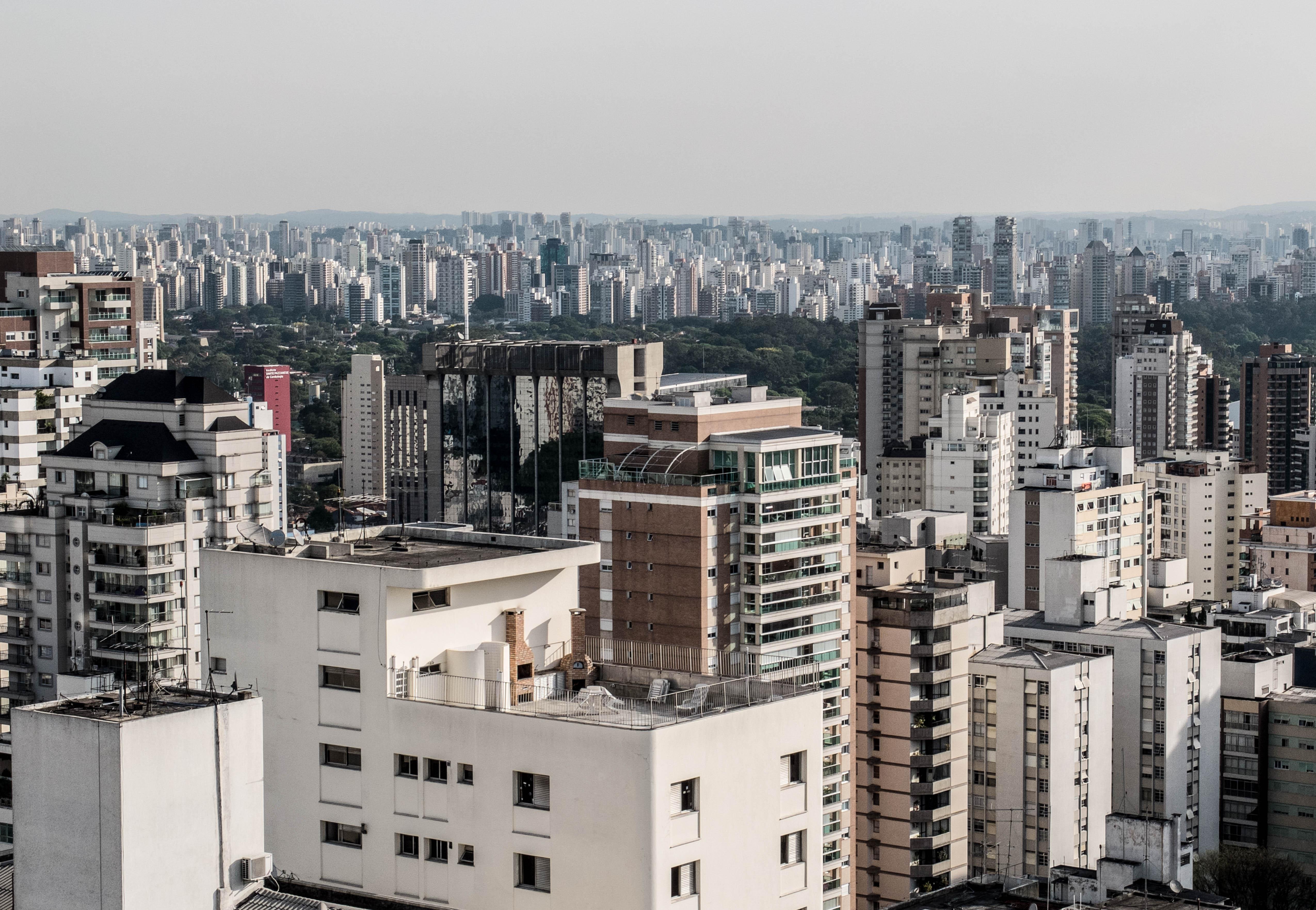 Cidades - geral - urbano poluição metrópole capital prédio habitação imóveis economia