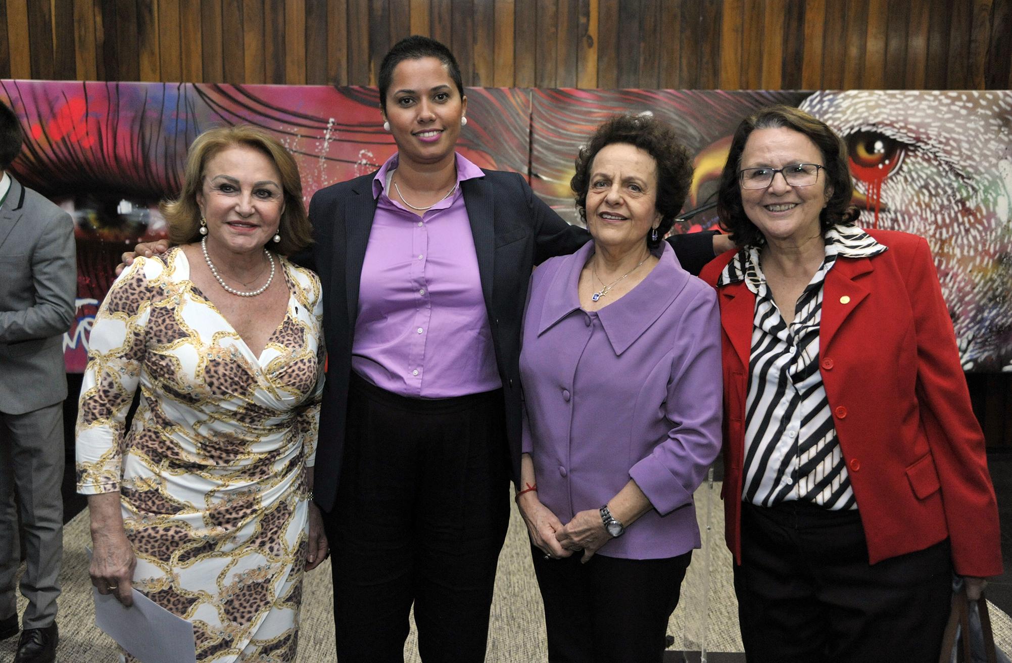 Ato em Comemoração aos 9 anos da Lei Maria da Penha. (E/D) Dep. Elcione Barbalho (PMDB-PA); grafiteira Panmela Castro; ministra da Secretaria de Políticas para as Mulheres da Presidência da República, Eleonora Menicucci de Oliveira; e dep. Jô Moraes (PCdoB-MG)