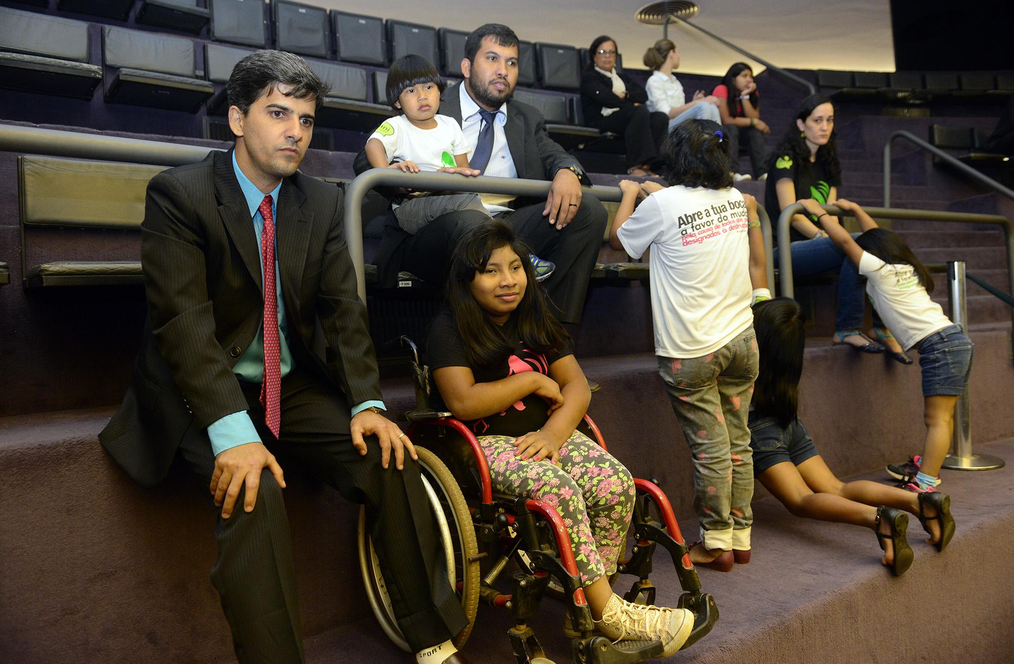 Ordem do dia para discussão do Projeto de Lei 1057/07, que trata de medidas para combater práticas tradicionais nocivas, como o infanticídio, e garante proteção dos direitos fundamentais de crianças indígenas