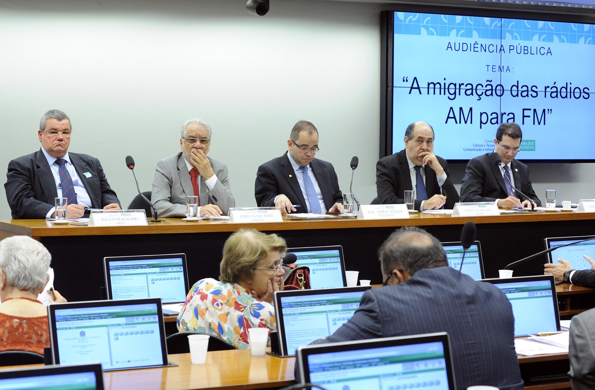 Audiência pública sobre as condições impostas pelo governo para a migração das rádios AM para FM