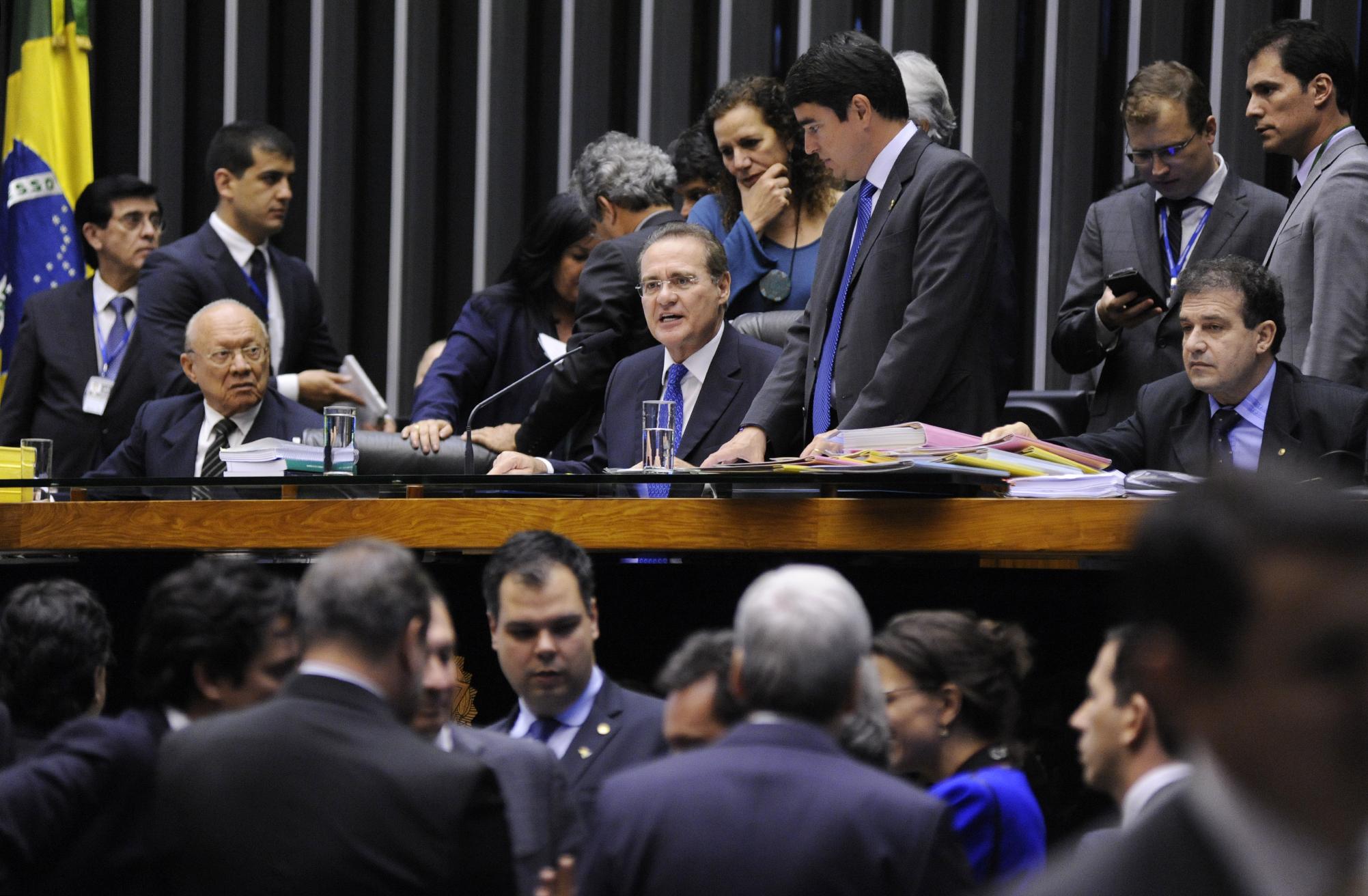 Sessão conjunta da Câmara e do Senado para analisar 32 vetos presidenciais a projetos de lei. Presidente do Congresso, sen. Renan Calheiros (PMDB-AL)