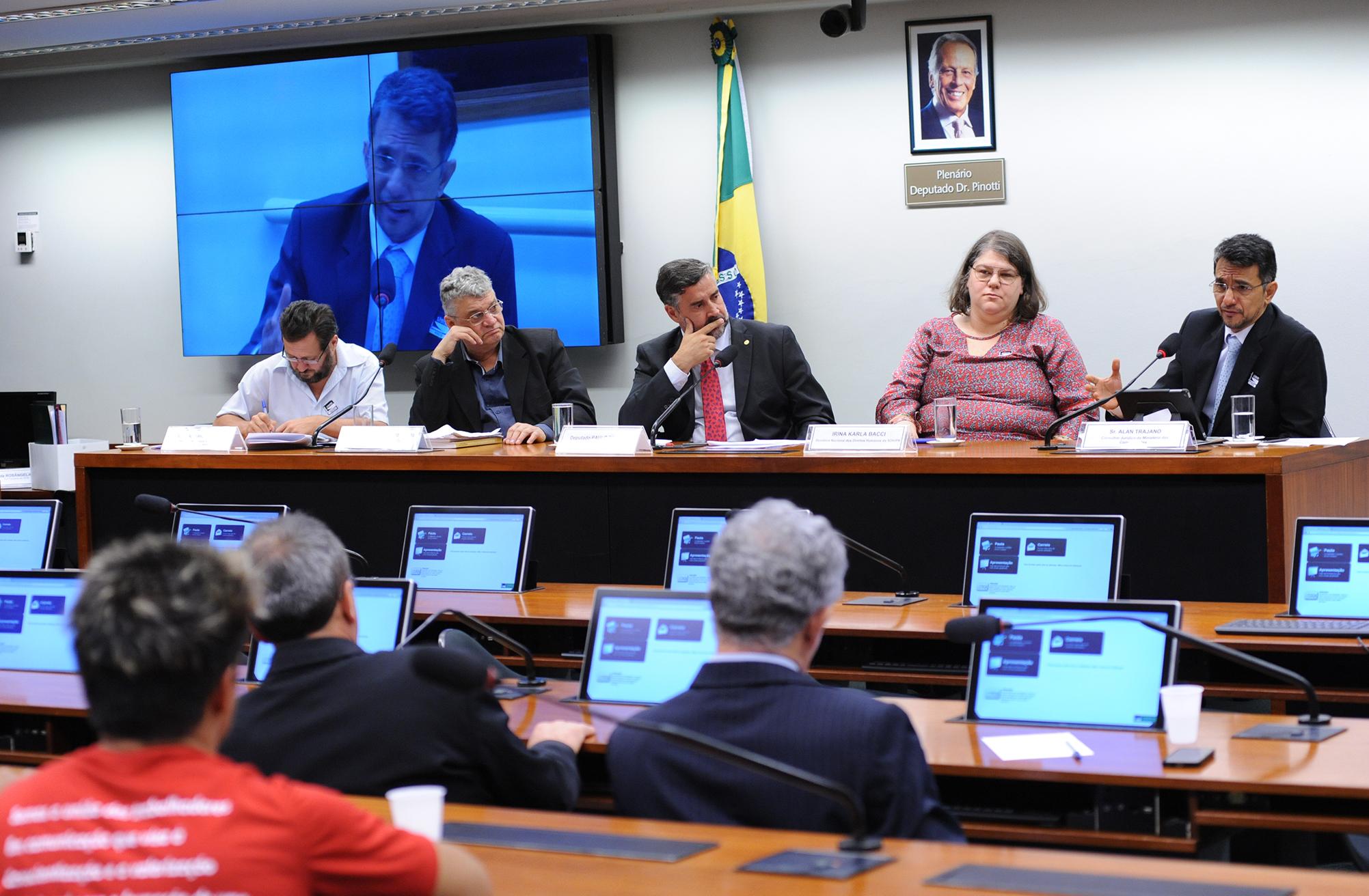 Audiência pública para discutir a criminalização da Radiodifusão Comunitária