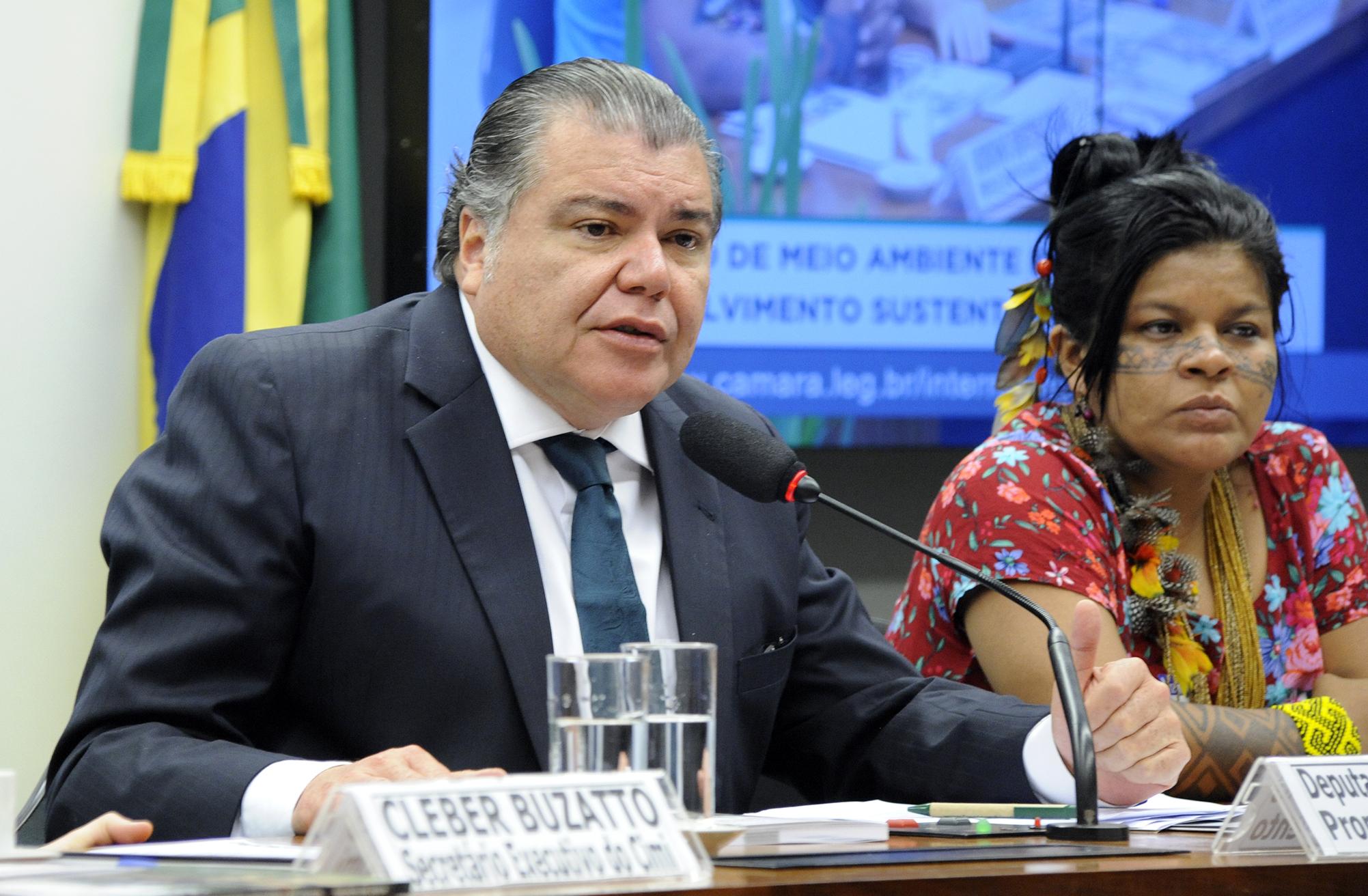 Audiência pública para discussão do relatório do Conselho Indigenista Missionário (CIMI) que trata da violência contra os povos indígenas em 2014. Presidente da CMADS, dep. Sarney Filho (PV-MA)