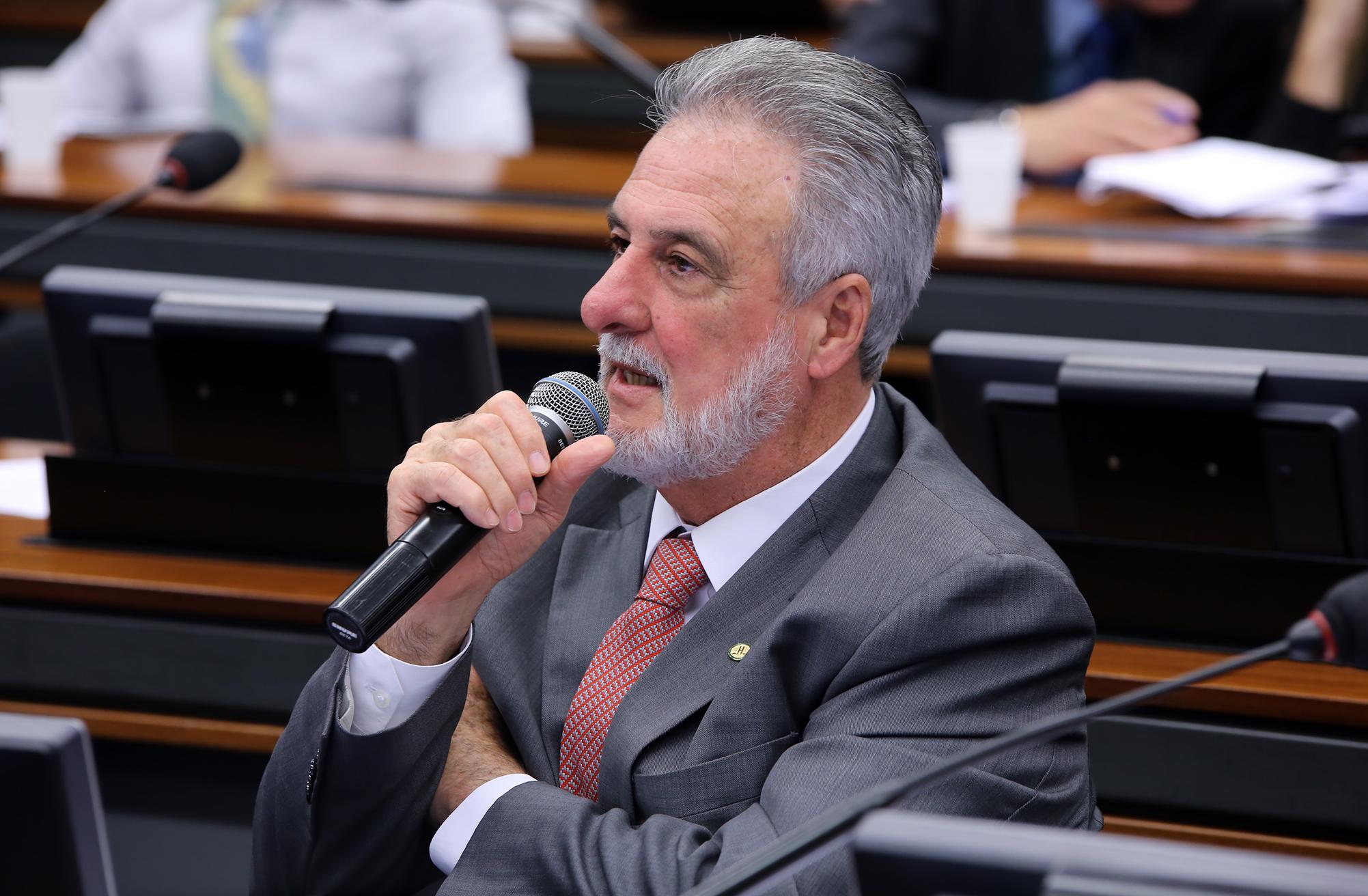 Audiência pública para oitiva do presidente da LBR Lácteos Brasil, Nelson Sampaio Bastos. Dep. Carlos Melles (DEM-MG)