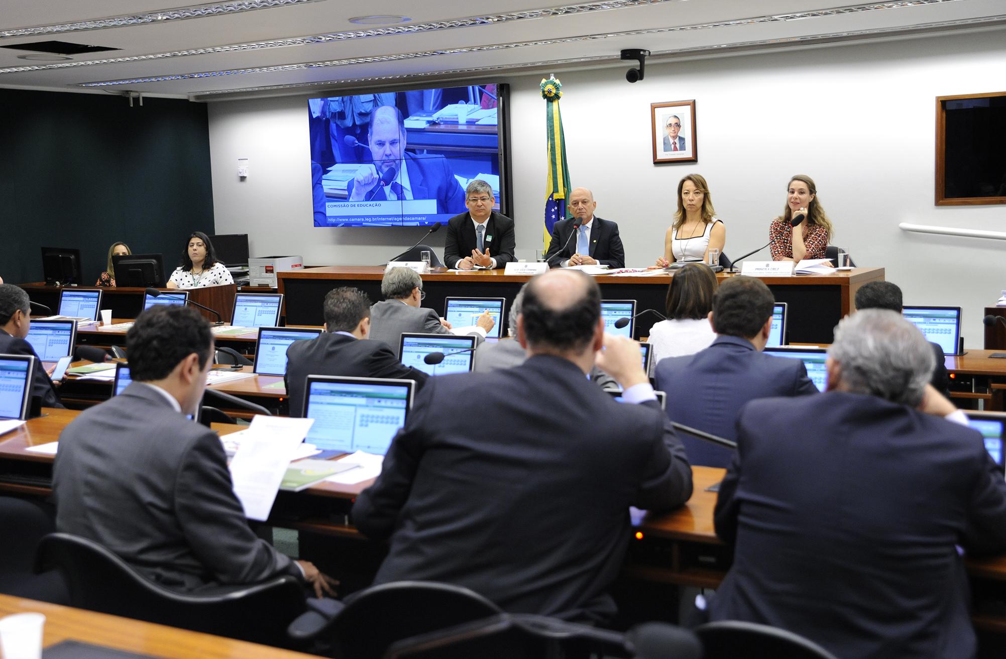 Reunião para apresentação das publicações DE OLHO NAS METAS 2013-2014 e ANUÁRIO BRASILEIRO DA EDUCAÇÃO BÁSICA 2015, do Movimento Todos pela Educação