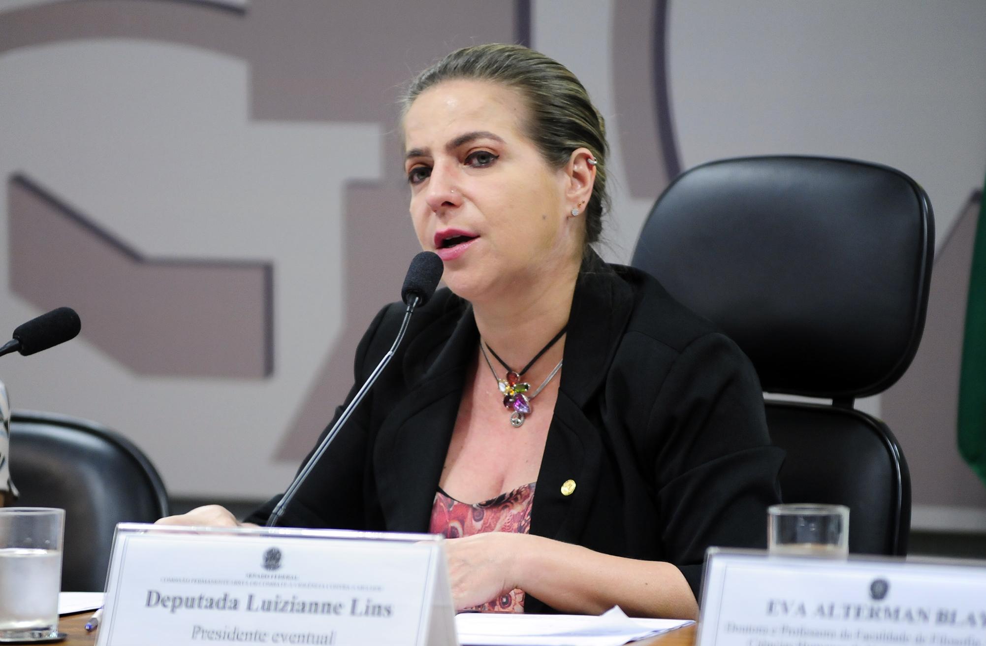 Audiência pública (2ª parte) sobre a situação da violência sexual contra as mulheres nas Universidades brasileiras. Dep. Luizianne Lins (PT-CE)