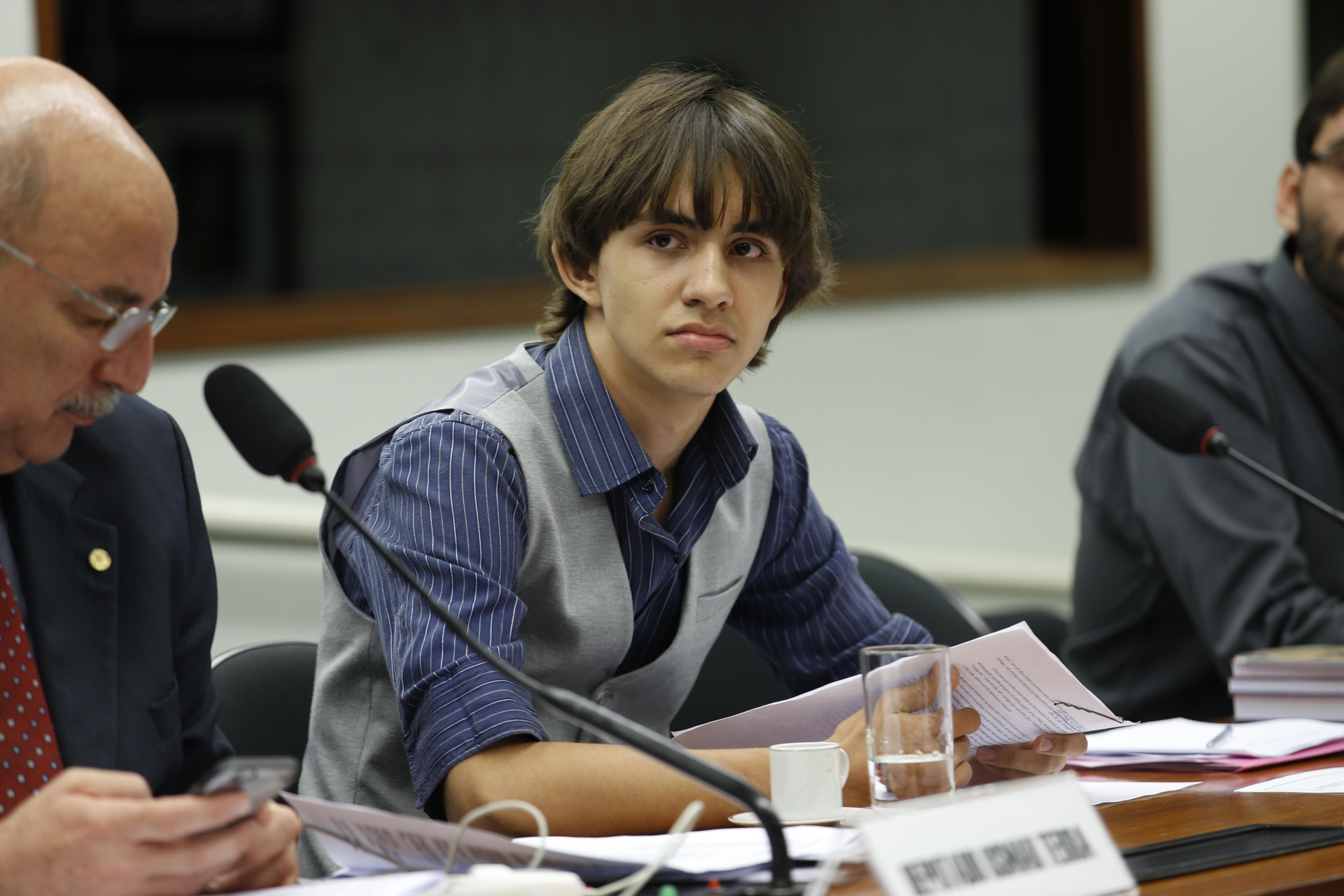 Audiência Pública - BERNARDO MARTINEZ Estudante e Ex-Autista