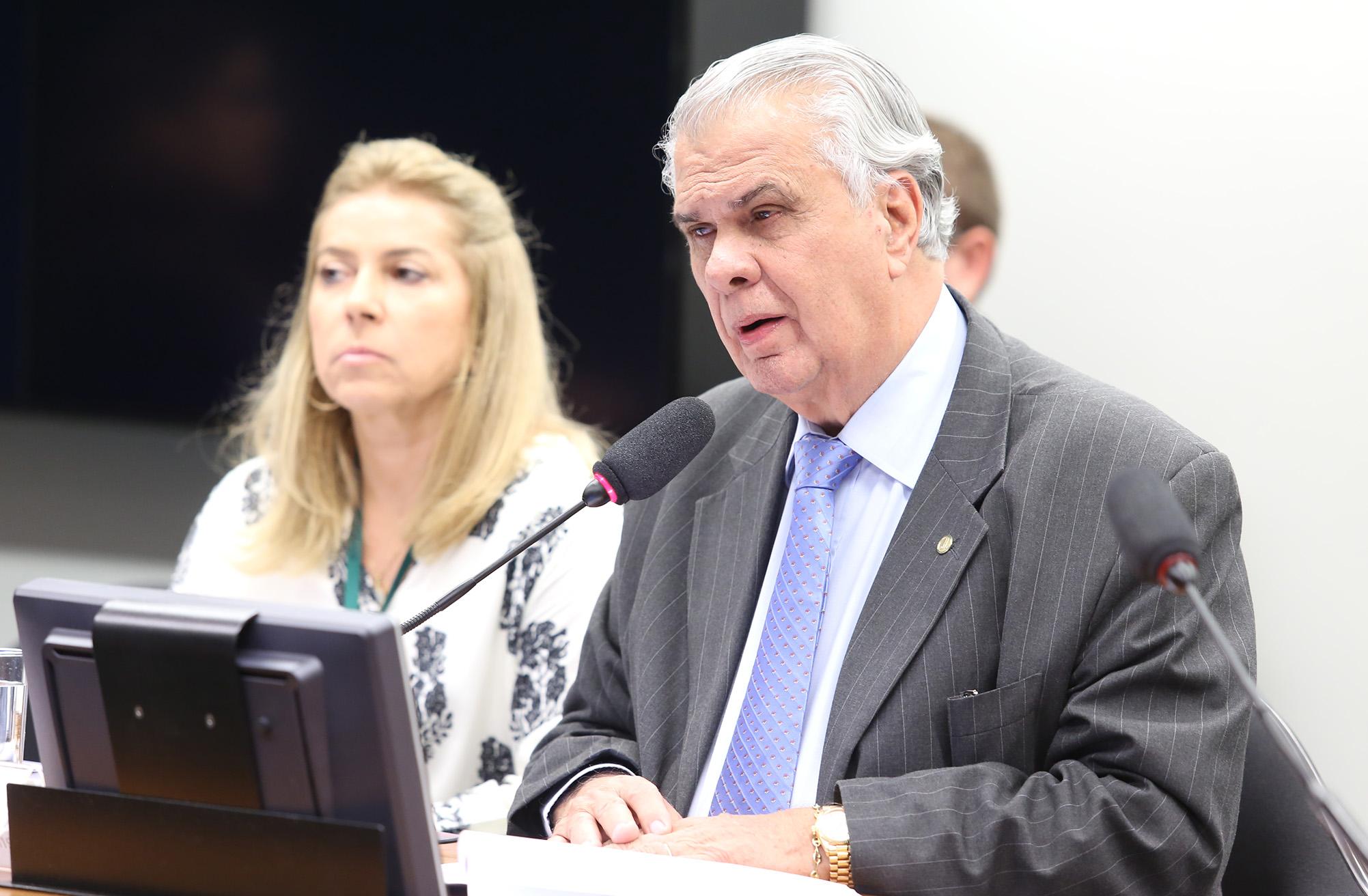 Reunião para continuação da apreciação do parecer preliminar referente ao Processo Nº 01/15, Representação Nº 01/15, do PSOL e REDE, em desfavor do dep. Eduardo Cunha (PMDB/RJ). Presidente do Conselho, dep. José Carlos Araújo (PSD-BA)