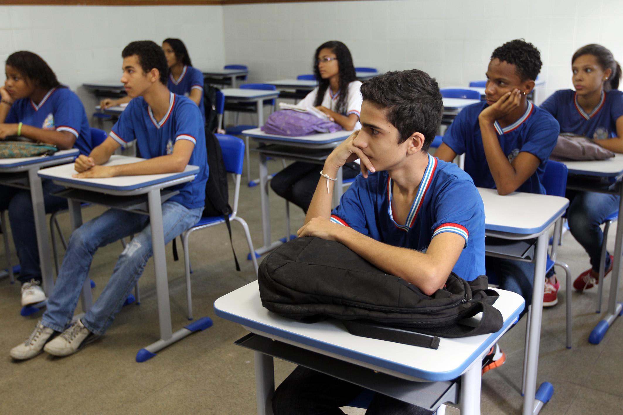 Educação - sala de aula - estudantes escolas adolescentes vestibular ensino médio