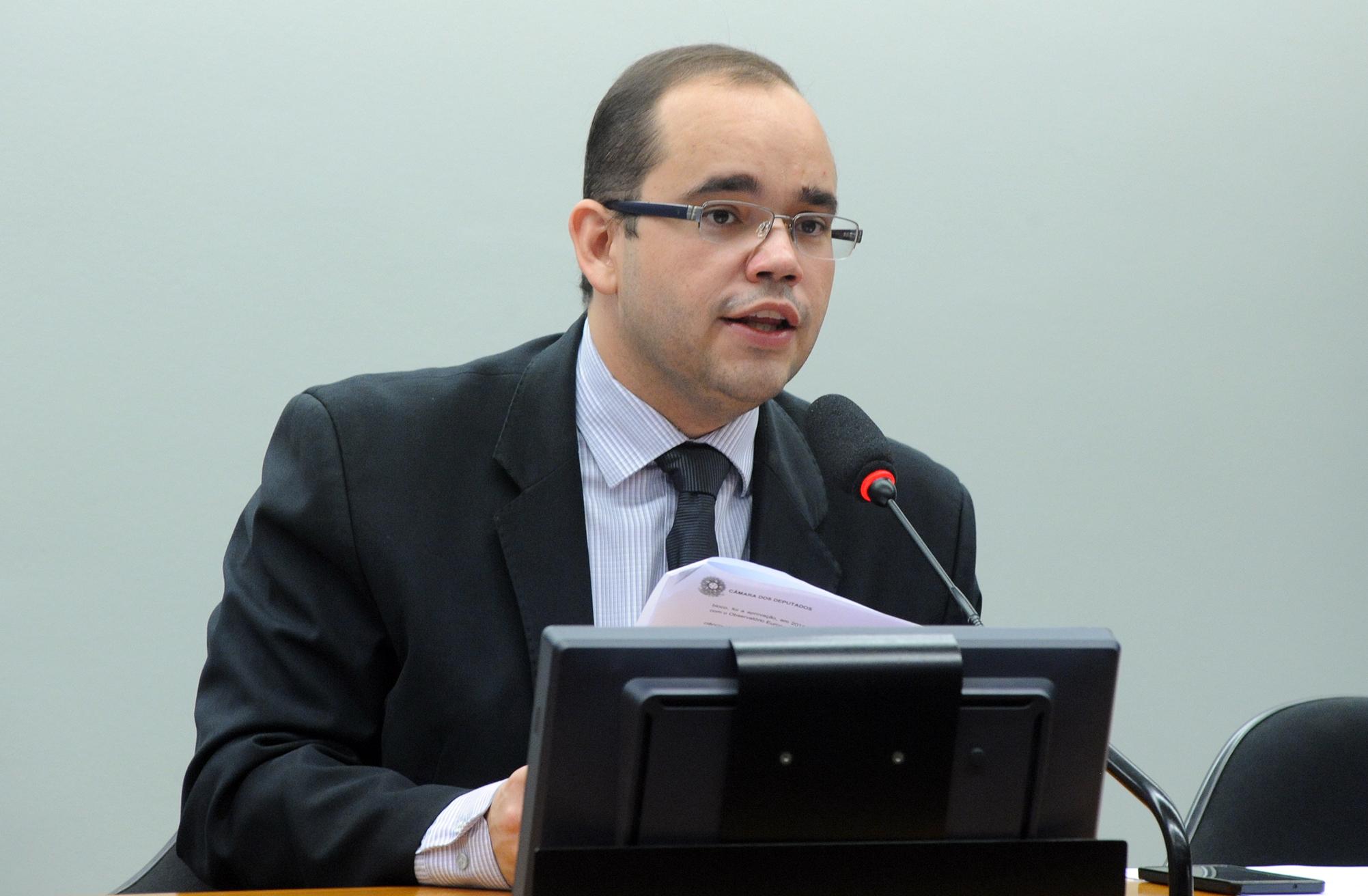Deputados D - F - Fábio Sousa