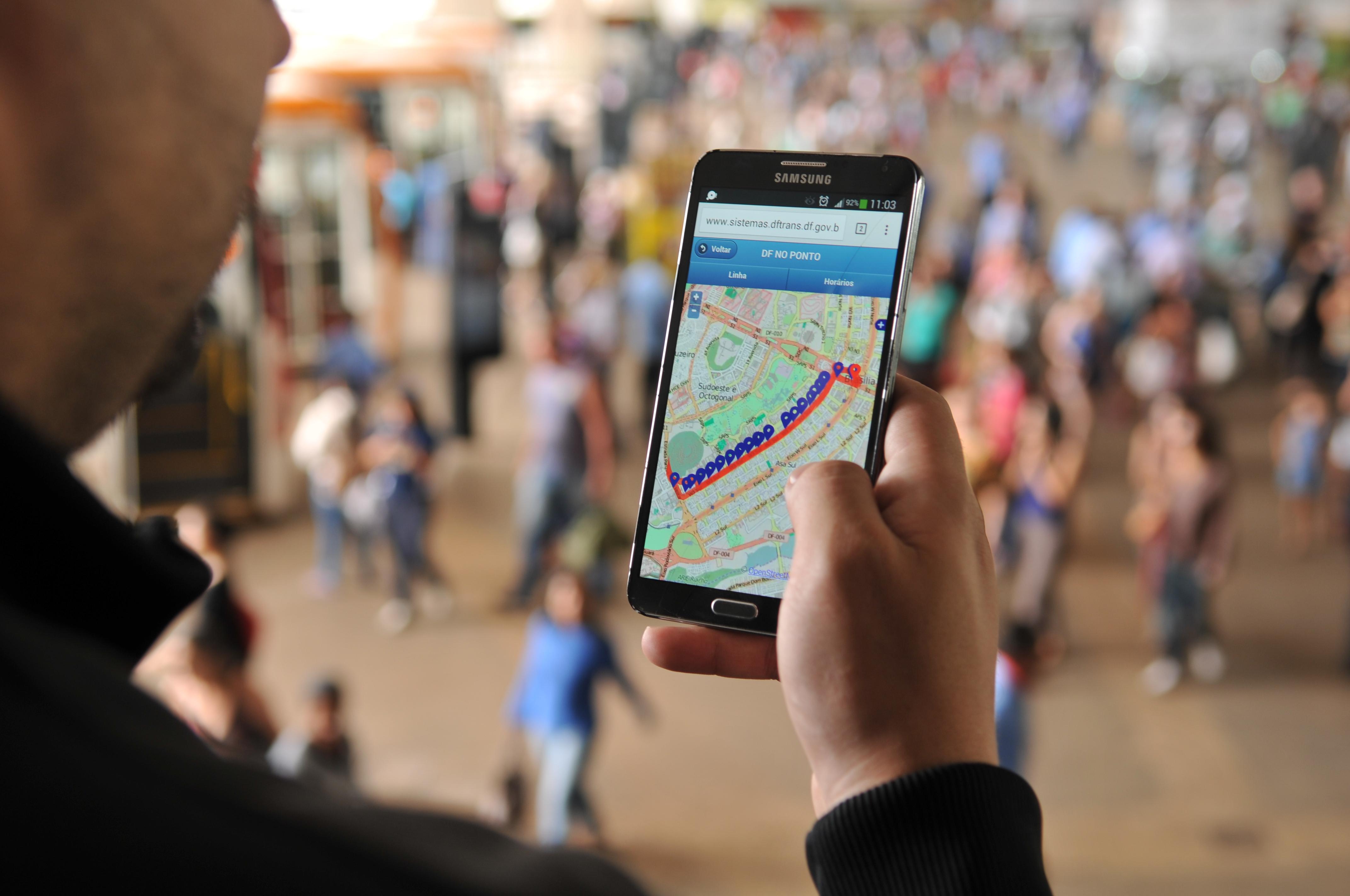 Tecnologia - geral - geolocalização celular smartphone telefone mapas