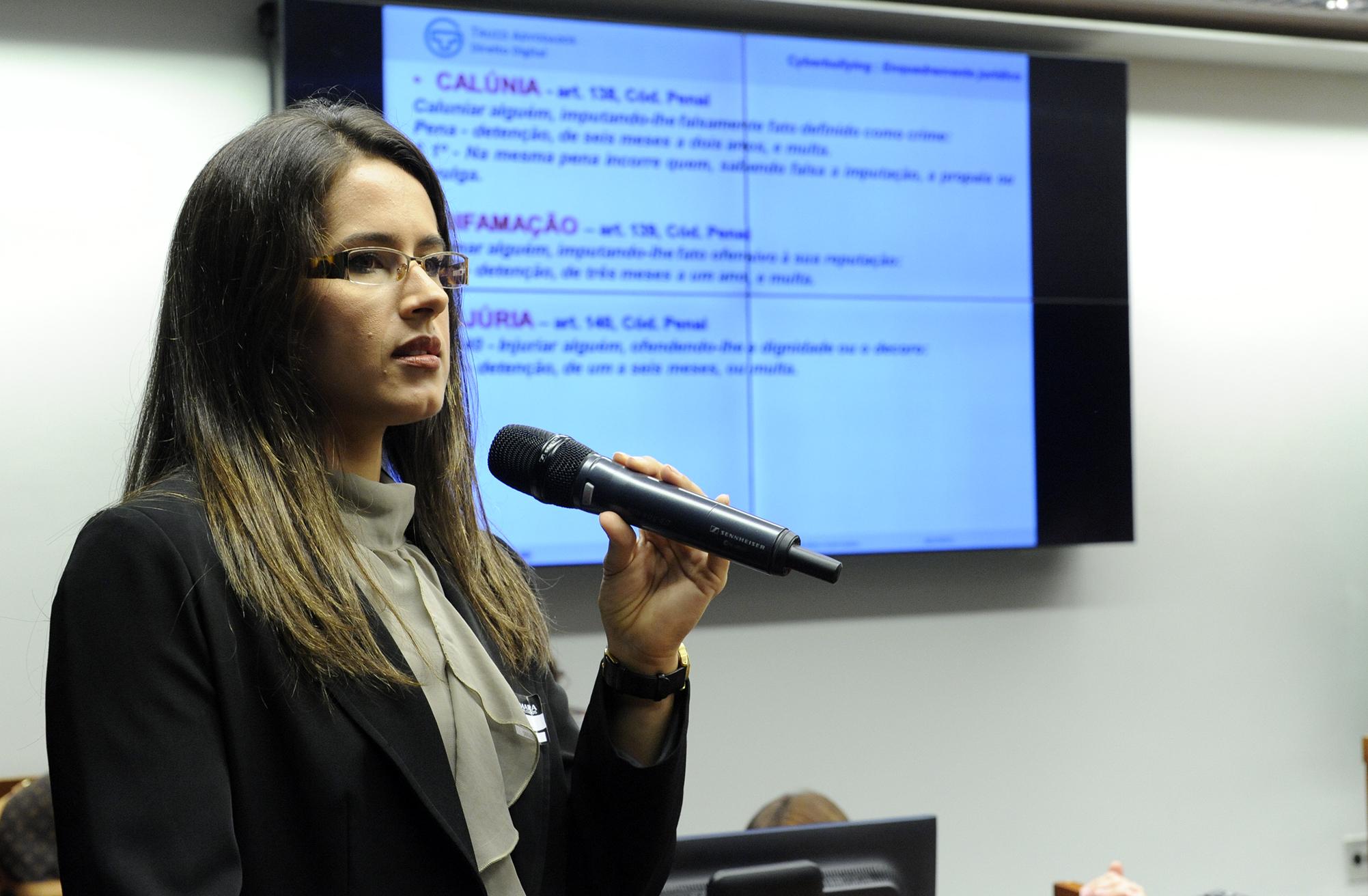 Reunião para discutir o ciberbullying (intimidação sistemática praticada via internet) e o ciberstalking (perseguição praticada pela internet). Advogada especialista em direito digital, Gisele Truzzi