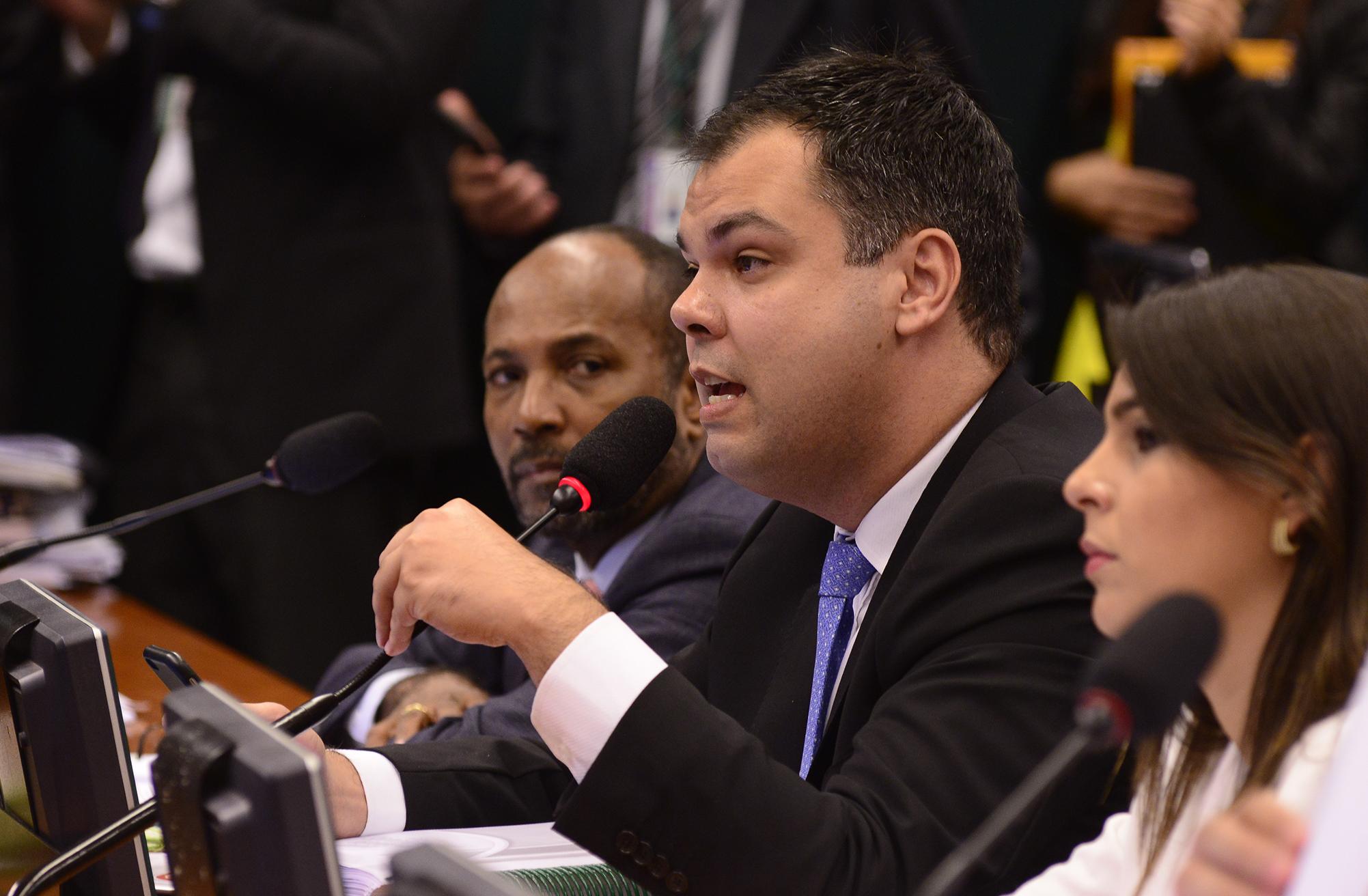Reunião da Comissão Especial encarregada de analisar o pedido de impeachment da presidente Dilma Rousseff. Dep. Bruno Covas (PSDB-SP)