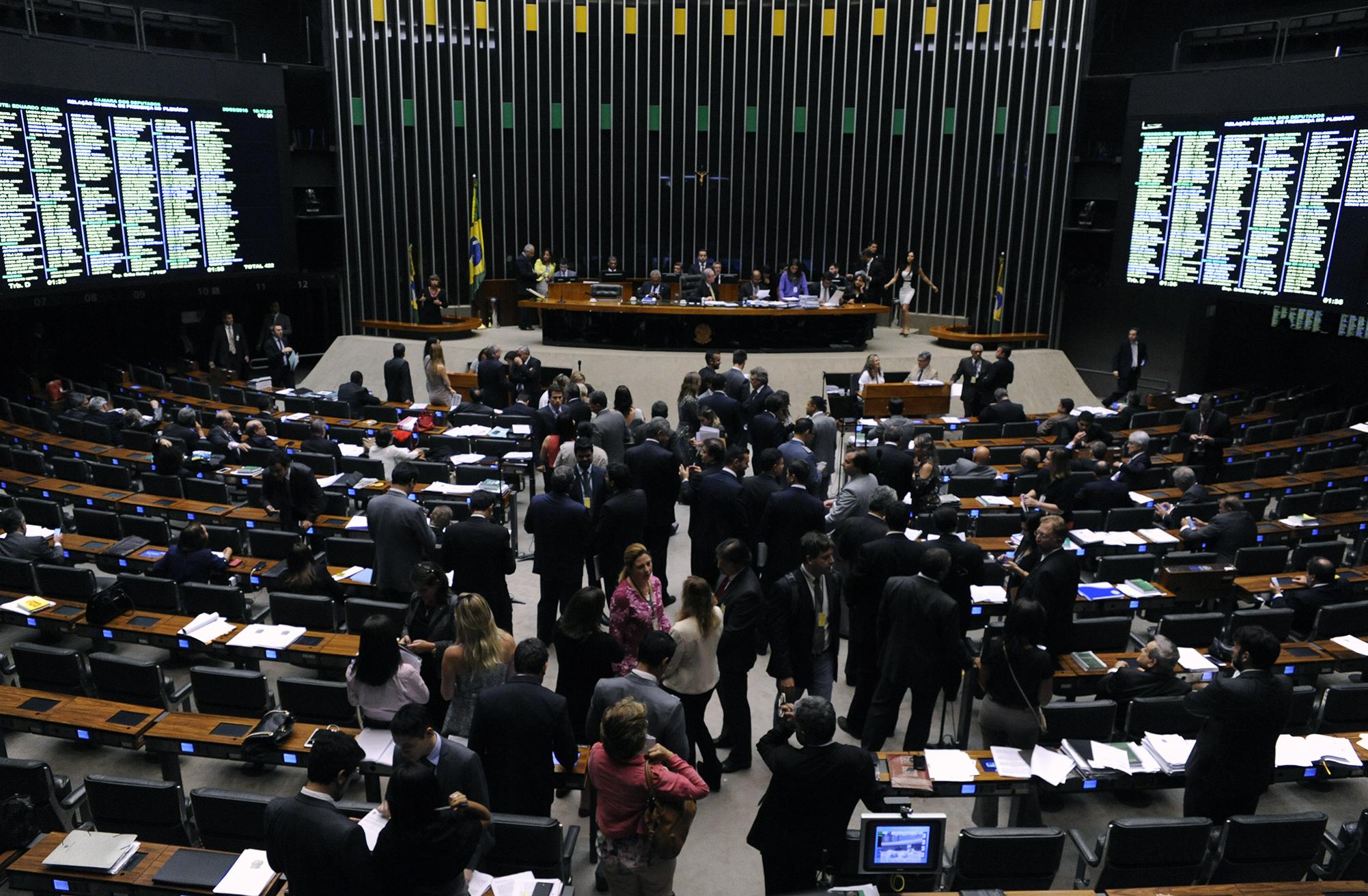 Sessão extraordinária para discussão e votação de diversos projetos