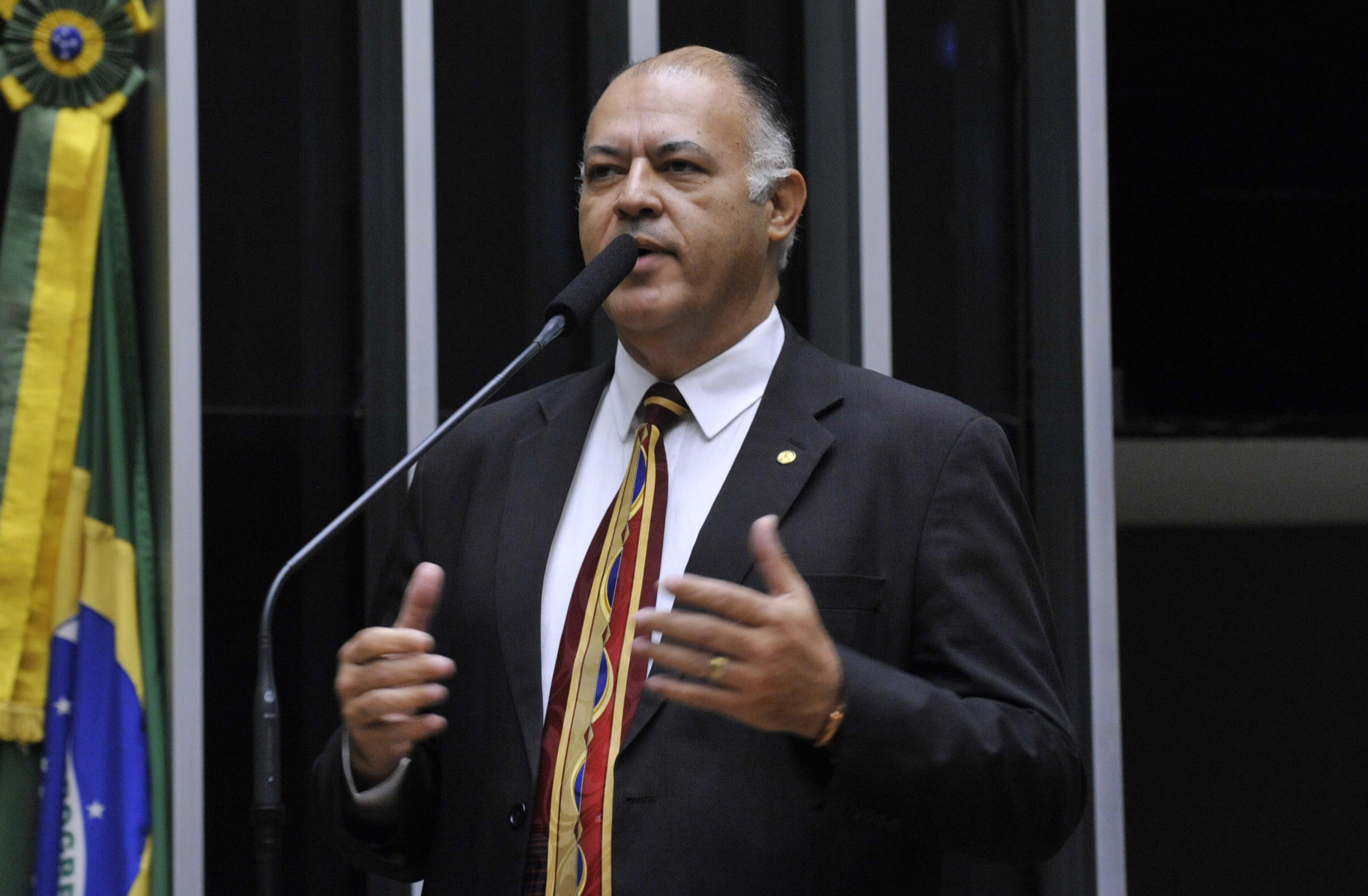 Sessão especial para discussão e votação do parecer do dep. Jovair Arantes (PTB-GO), aprovado em comissão especial, que recomenda a abertura do processo de impeachment da presidente da República - dep.Pastor Eurico (PHS-PE)