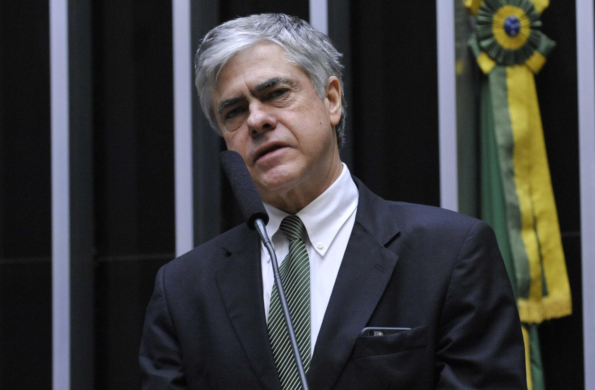 Sessão especial para discussão e votação do parecer do dep. Jovair Arantes (PTB-GO), aprovado em comissão especial, que recomenda a abertura do processo de impeachment da presidente da República - Dep. Augusto Carvalho (SD-DF)