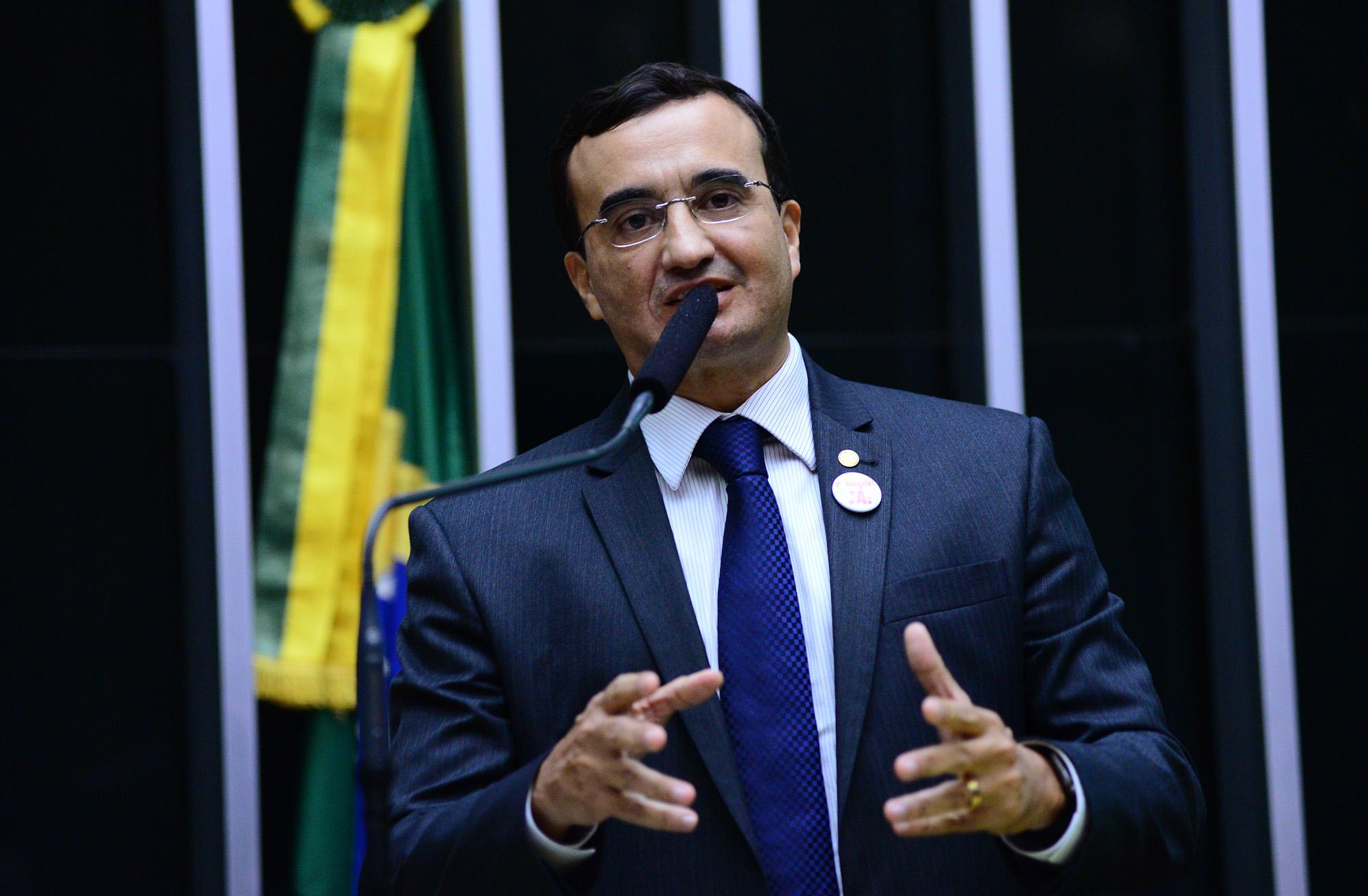 Sessão especial para discussão e votação do parecer do dep. Jovair Arantes (PTB-GO), aprovado em comissão especial, que recomenda a abertura do processo de impeachment da presidente da República. Dep. Benjamin Maranhão (SD-PB)