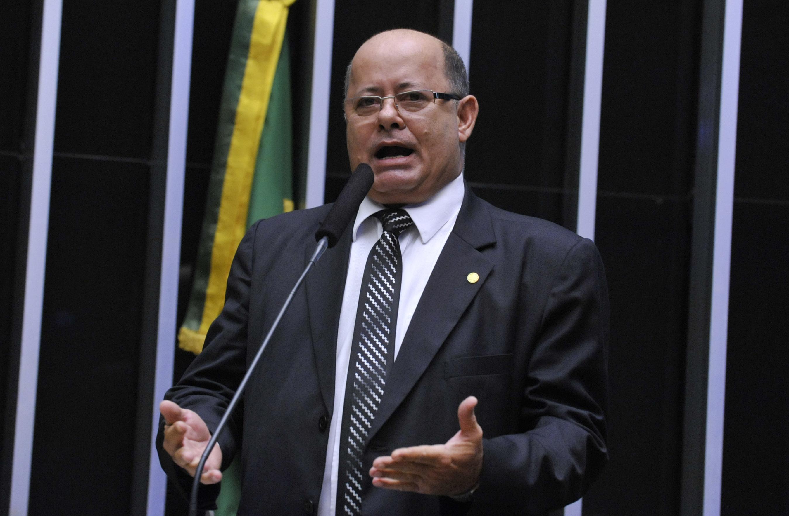 Sessão especial para discussão e votação do parecer do dep. Jovair Arantes (PTB-GO), aprovado em comissão especial, que recomenda a abertura do processo de impeachment da presidente da República - Dep. Tenente Lúcio (PSB-MG)