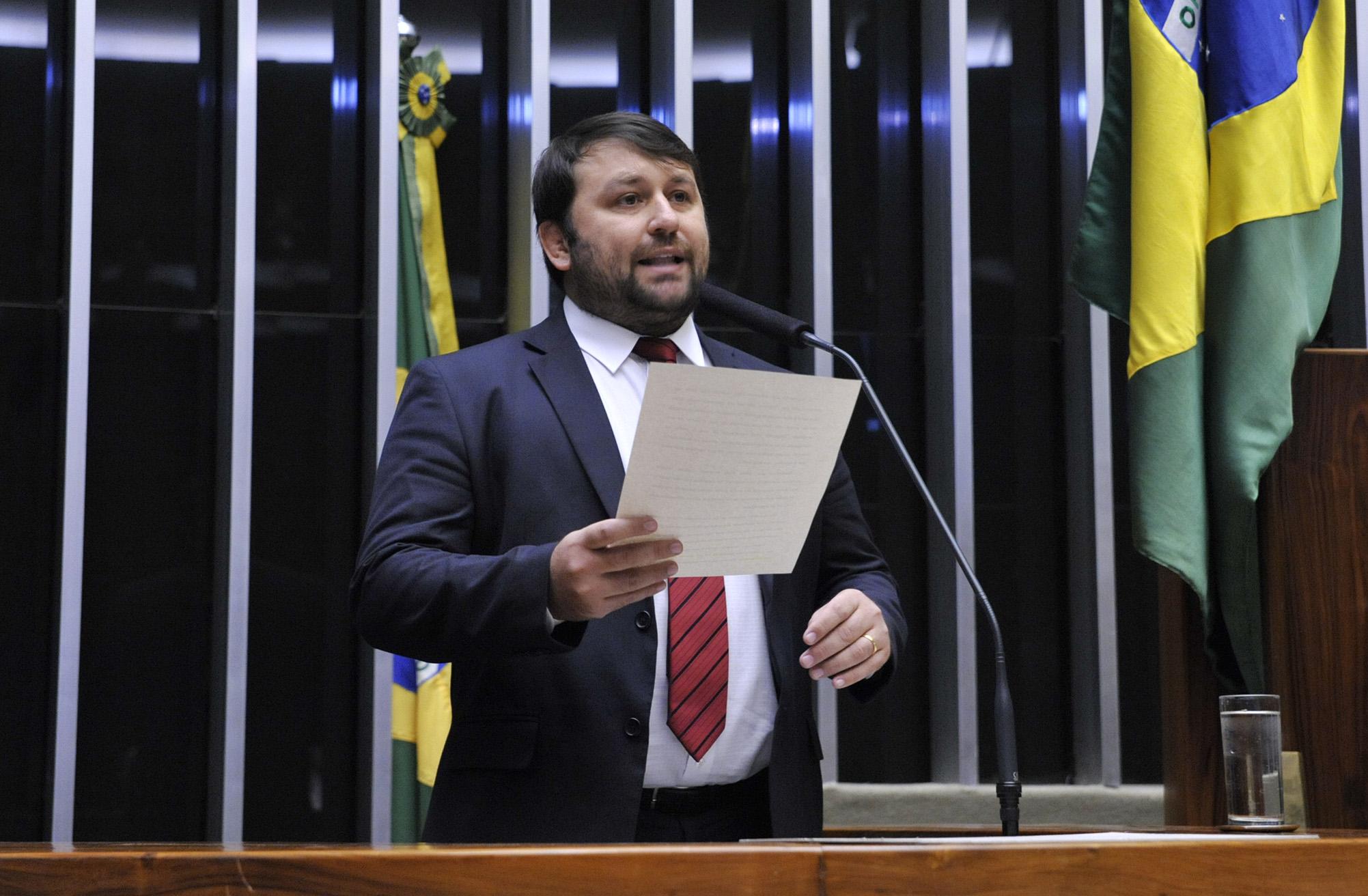 Sessão especial para discussão e votação do parecer do dep. Jovair Arantes (PTB-GO), aprovado em comissão especial, que recomenda a abertura do processo de impeachment da presidente da República. Dep João Derly (REDE-RS)