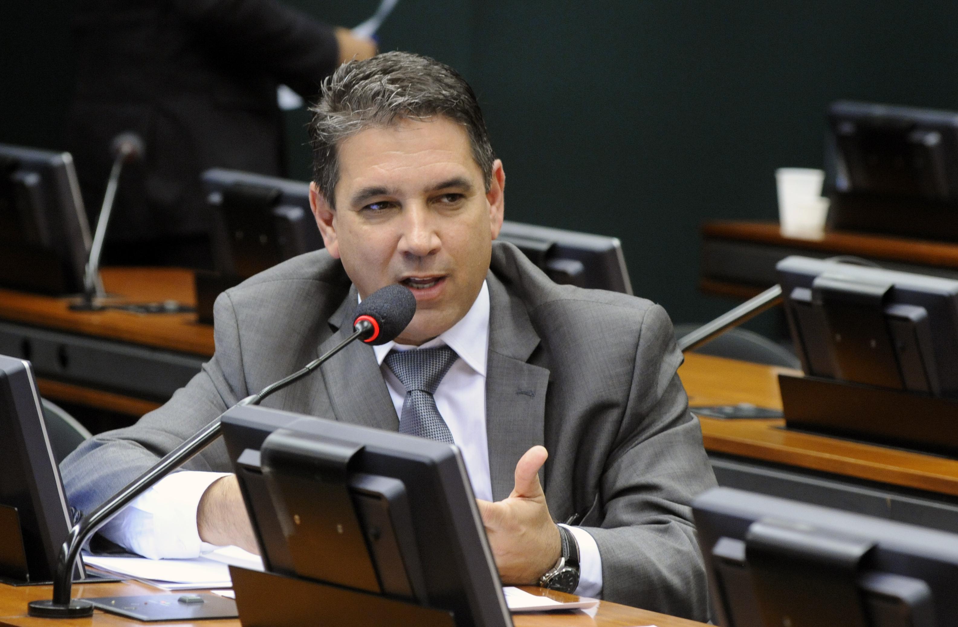 Deputados - Marcelo Matos (PHS-RJ) durante reunião ordinária da Comissão do Esporte