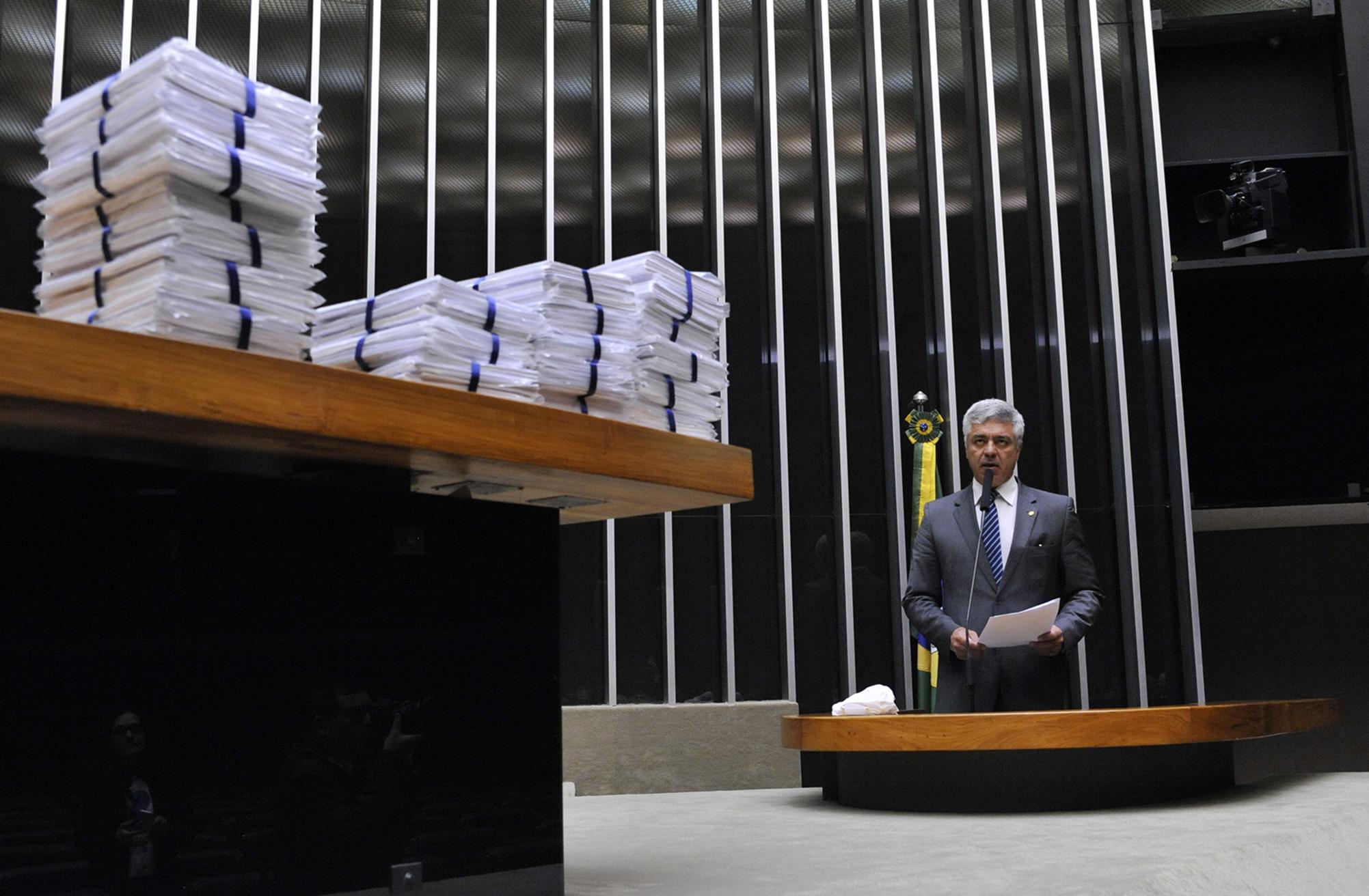 Família Severo entrega assinaturas para proposição de projeto de lei que altera o Código Penal Brasileiro. Eric Severo, de 21 anos, era estudante de medicina e foi assassinado em 2014 nos arredores de Cuiabá-MT. Dep. major Olímpio (SD-SP)