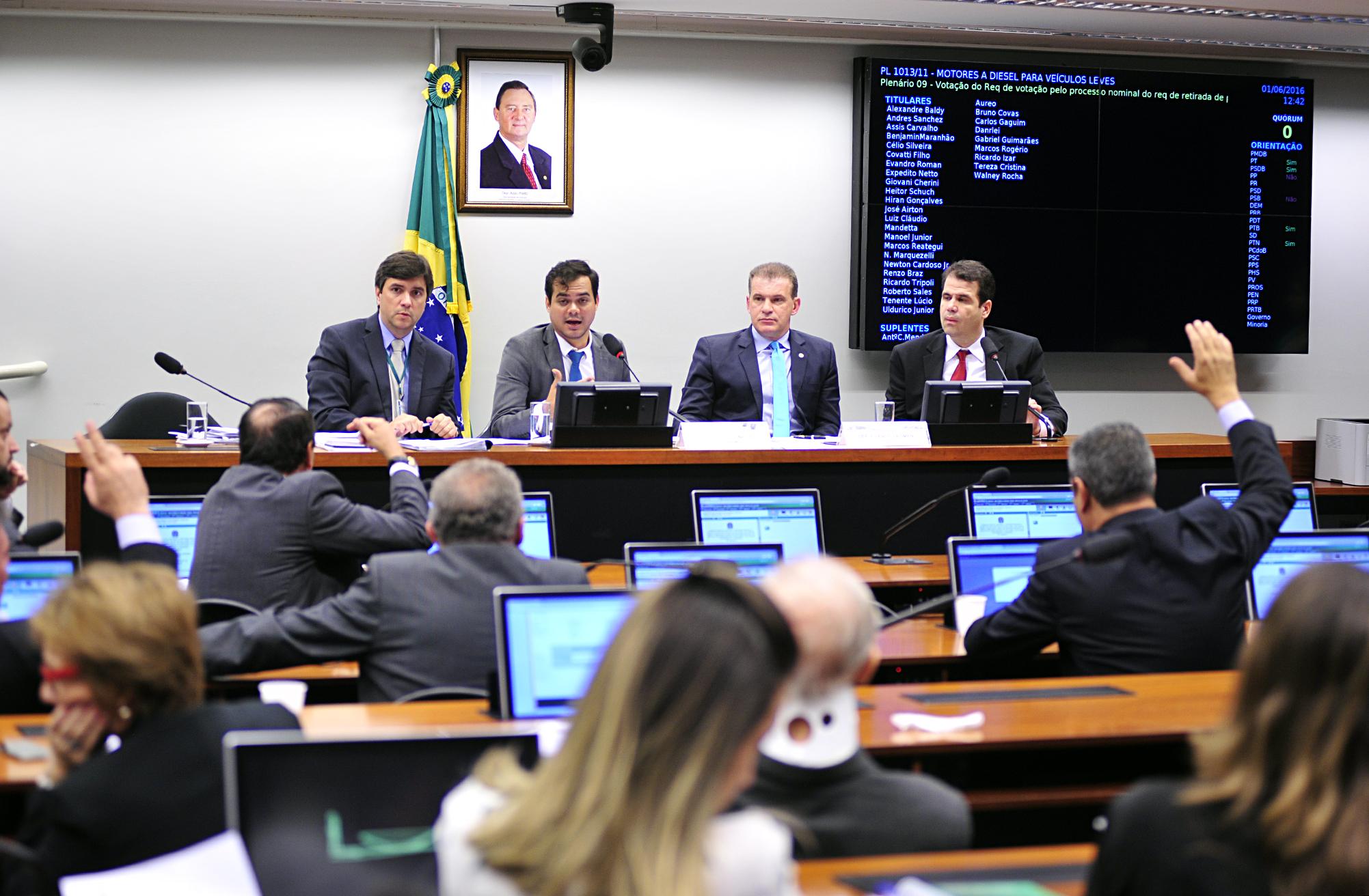 Reunião ordinária para discussão e votação do parecer do relator, dep. Evandro Roman (PSD-PR)