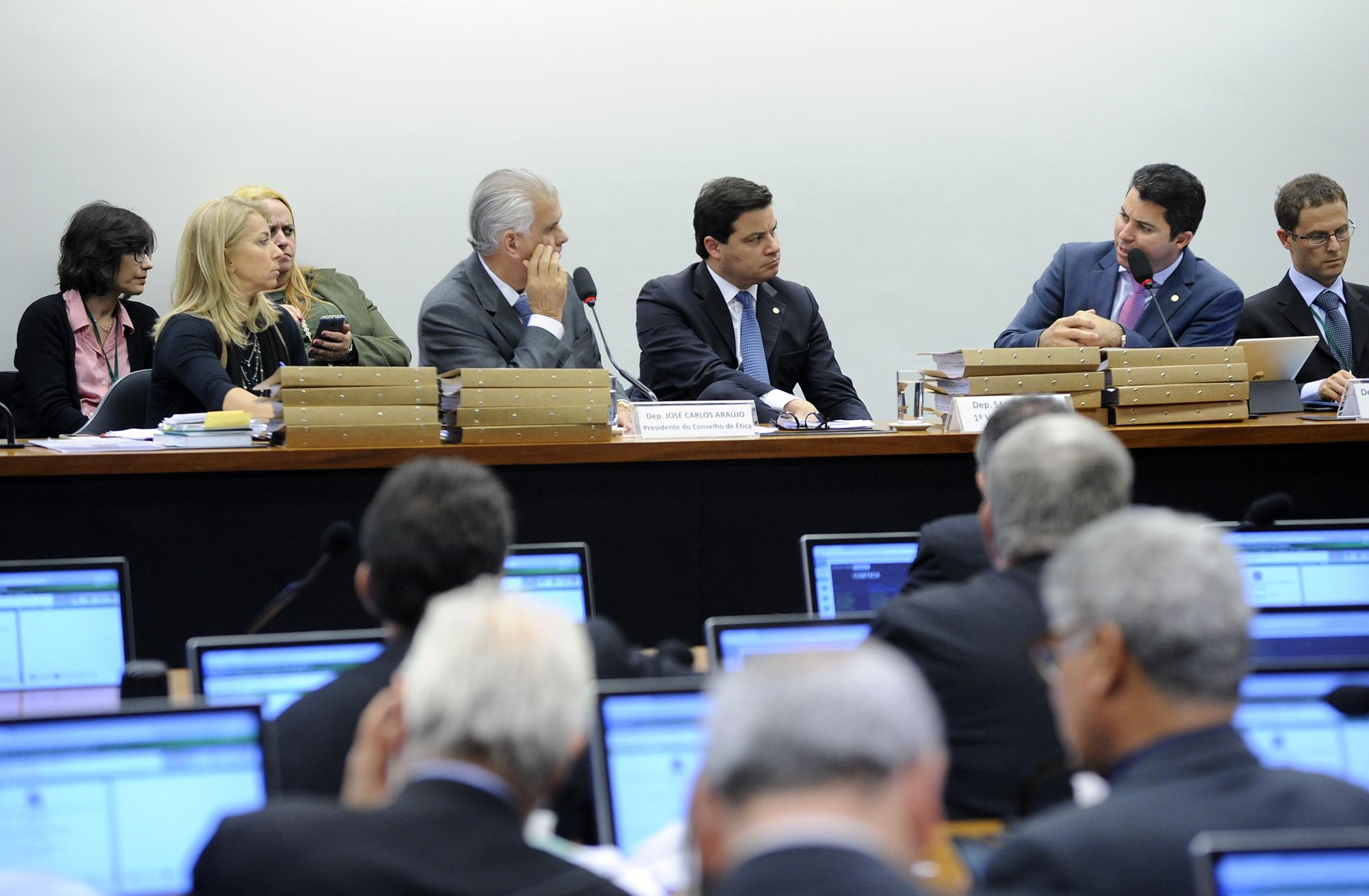 Reunião ordinária para discussão e votação do parecer referente ao processo nº 01/15, representação nº 01/15, do PSOL e REDE, em desfavor do dep. Eduardo Cunha (PMDB-RJ)