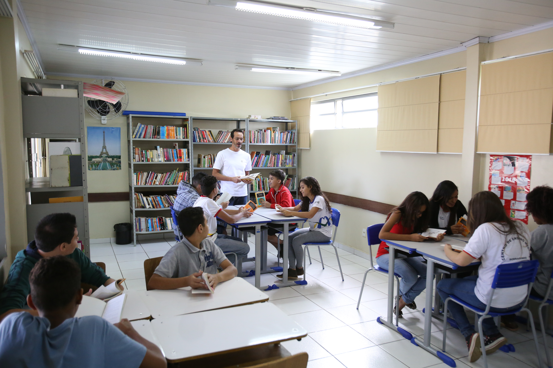 Educação - sala de aula - professores leitura bibliotecas alunos livros