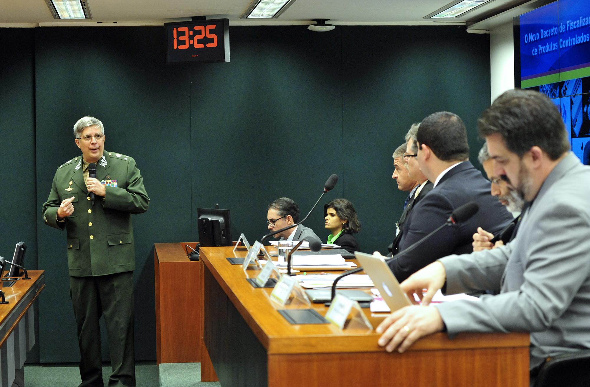 Audiência pública sobre o novo R-105, ou regulamento de fiscalização de PRODUTOS controlados do Exército, destinado a revogar o Decreto nº 3.665, de 20 de novembro de 2000. General de Brigada, Ivan Ferreira Neiva Filho