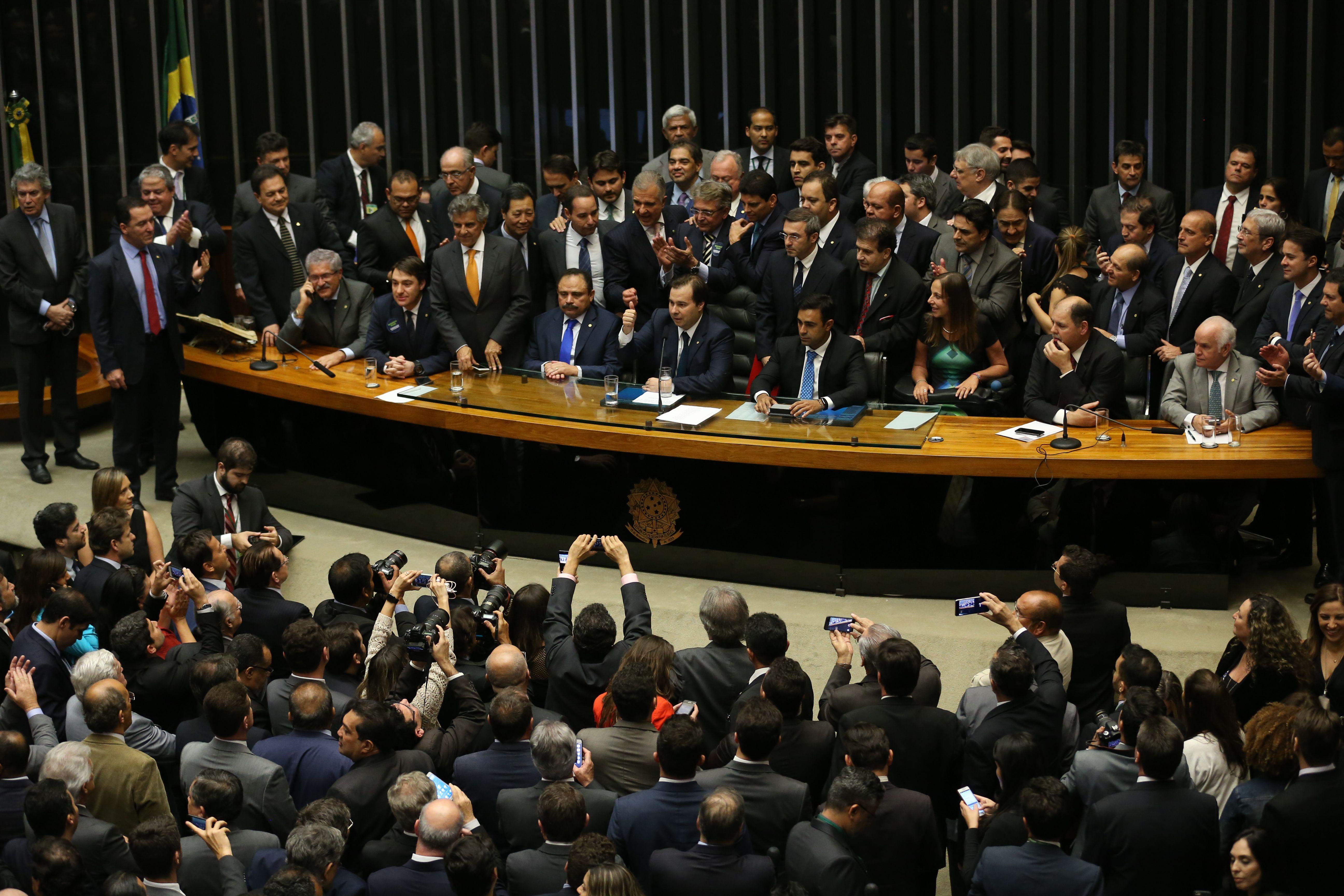 Rodrigo Maia assume a presidência da Câmara dos Deputados