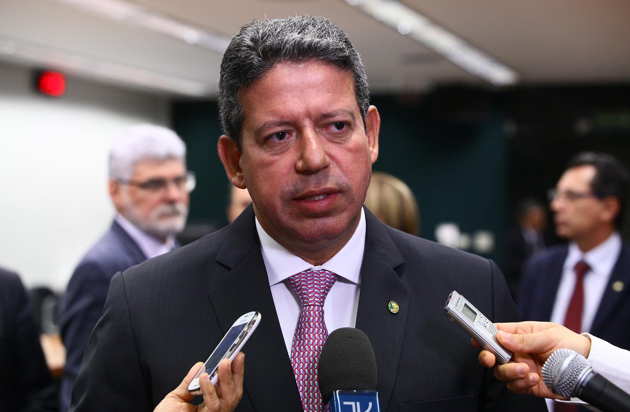 Presidente da CMO, dep. Arthur Lira (PP-AL) concede entrevista