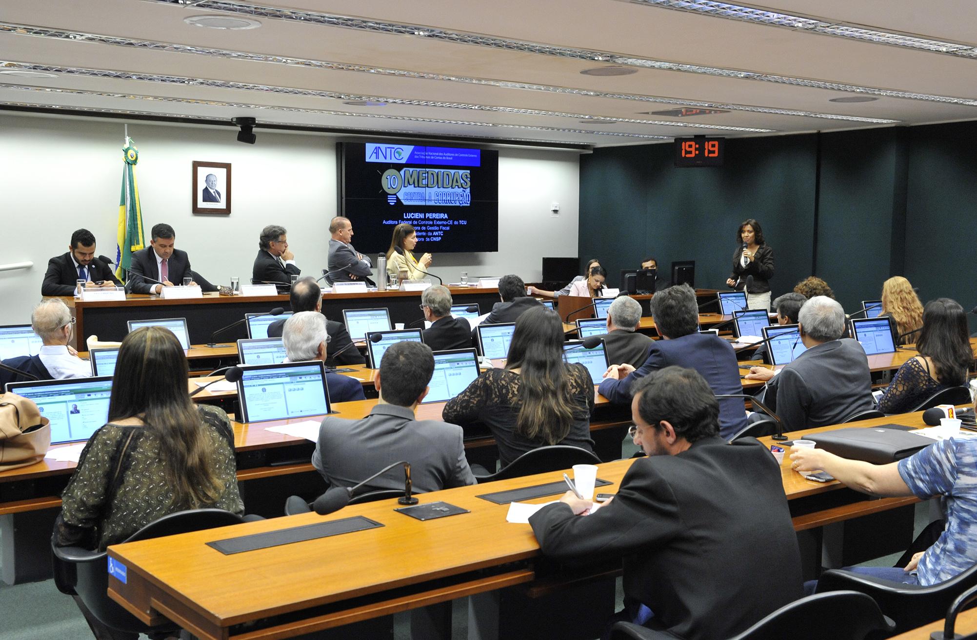 Audiência pública da comissão que discute o PL 4850/16, que estabelece Medidas contra a Corrupção