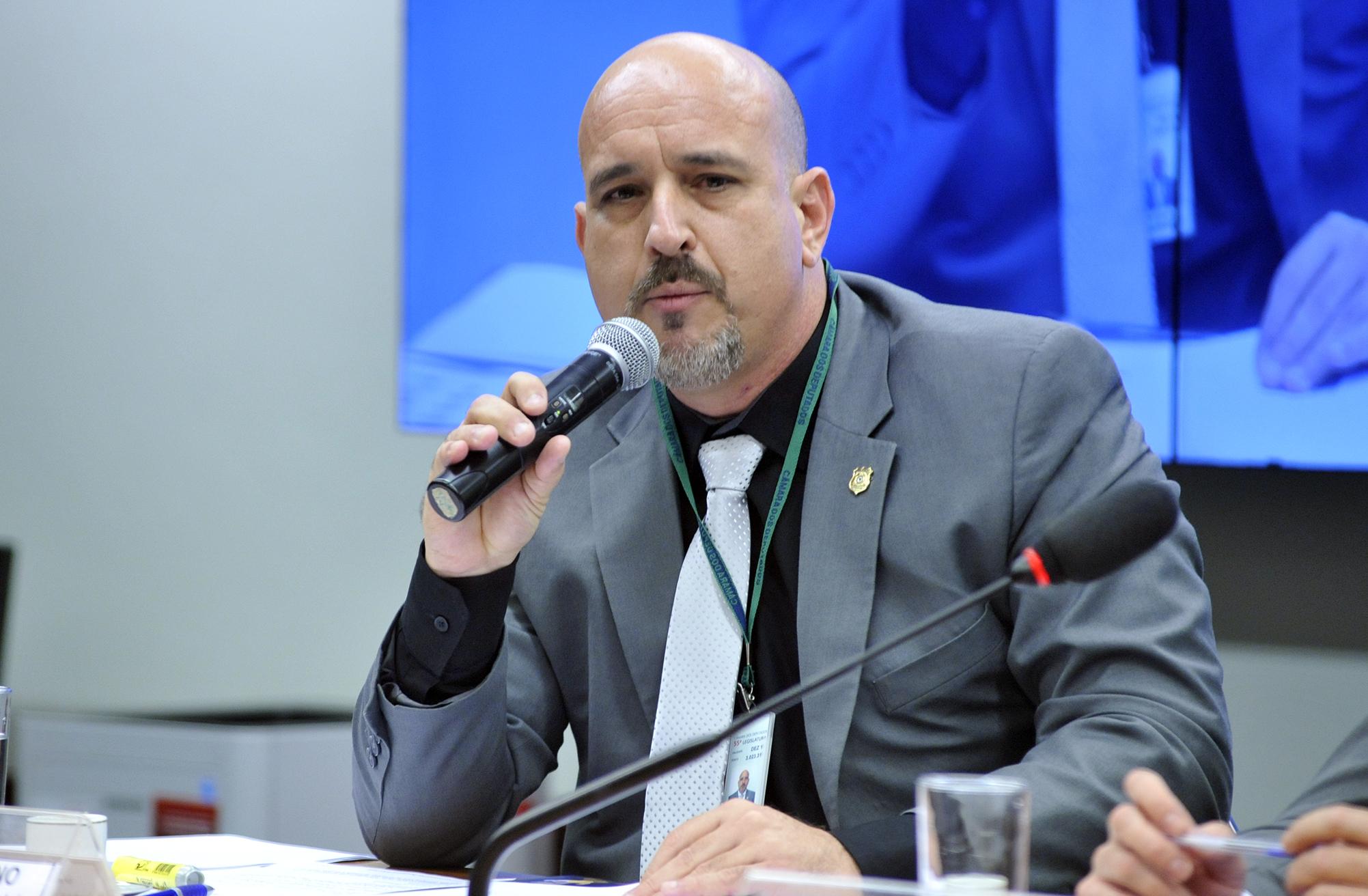 Audiência pública para debater sobre o PL 4850/16, que estabelece Medidas Contra a Corrupção. Diretor jurídico da Federação Nacional dos Policiais Rodoviários Federais (FENAPRF), Jesus Castro Caamano