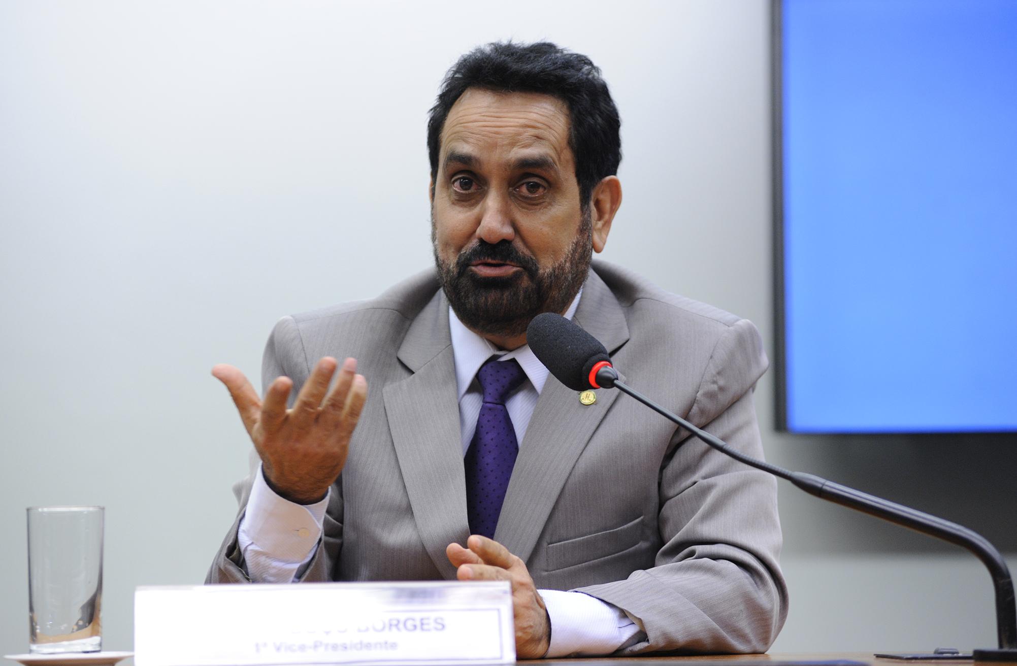 Reunião de instalação da comissão e eleição do Presidente e dos Vice-Presidentes. Dep. Cabuçu Borges (PMDB-AP)