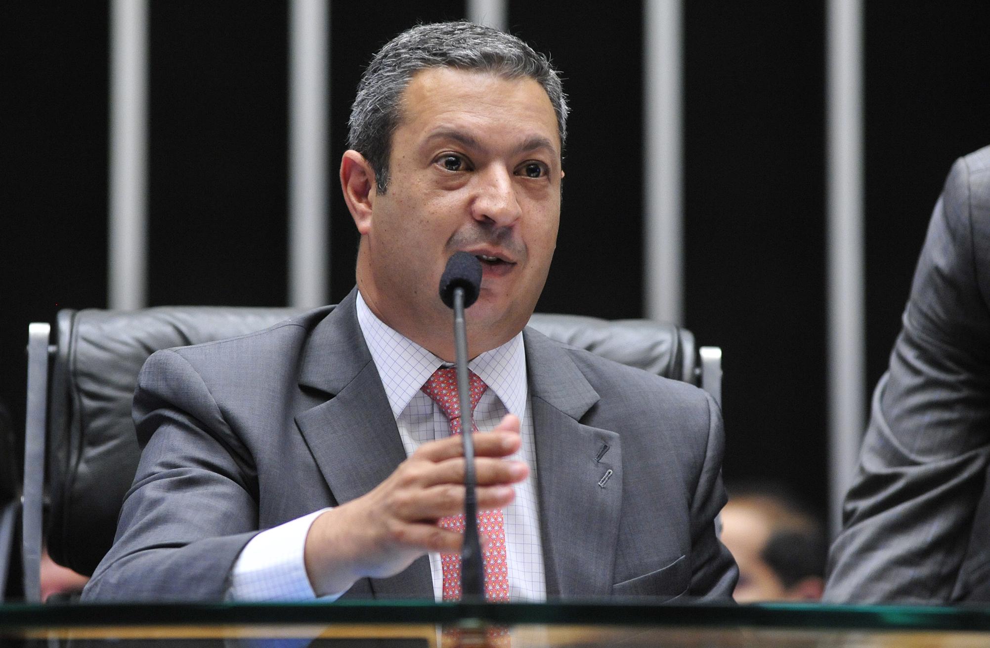 Sessão extraordinária para discussão e votação de diversos projetos. Dep. Ricardo Izar (PP-SP)