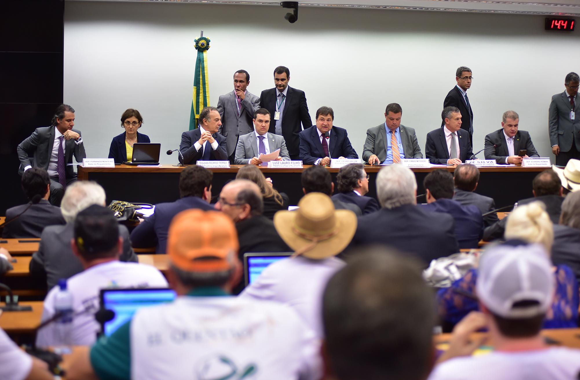 Audiência conjunta das comissões de Esporte (CESPO) e de Meio Ambiente e Desenvolvimento Sustentável (CMADS) para discutir o esporte da Vaquejada, sua Evolução e o Crescimento Econômico Gerado em Torno da sua Prática
