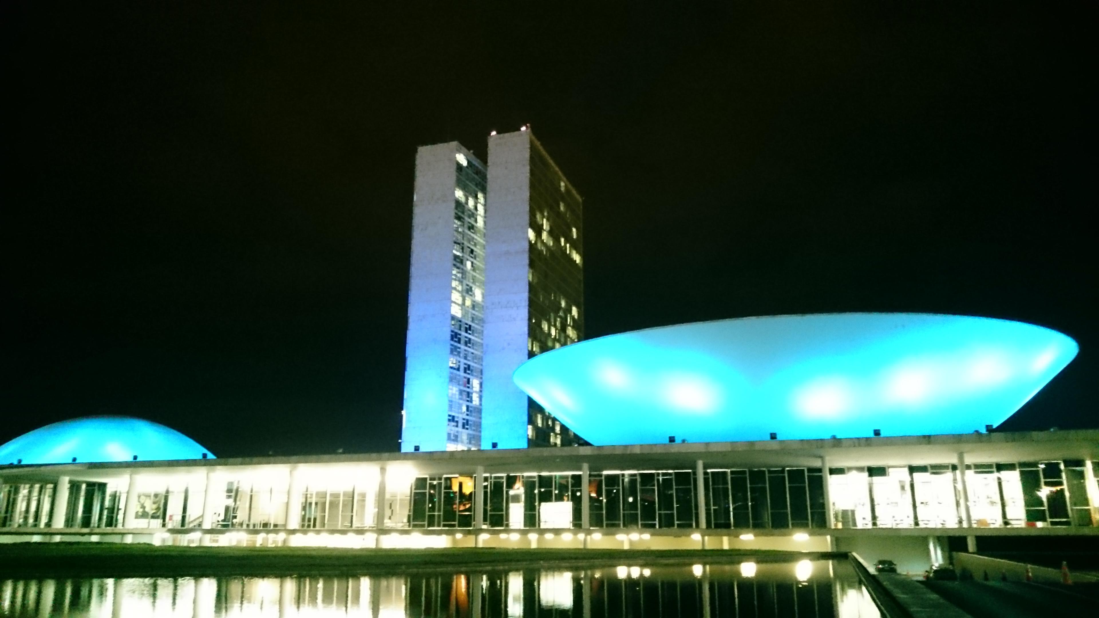 Congresso Nacional iluminado de azul - Novembro azul