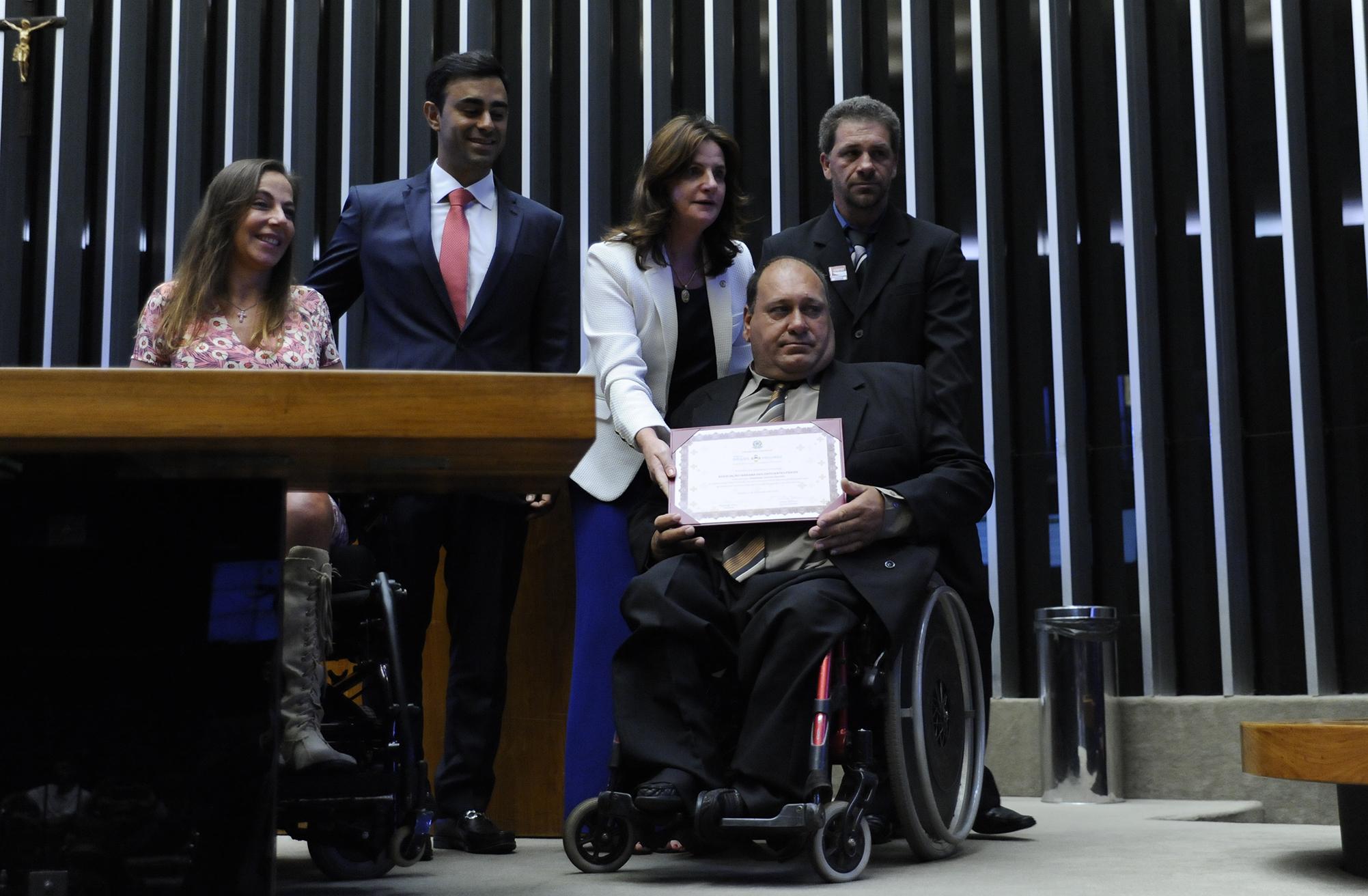 Cerimônia de Entrega do Prêmio Brasil Mais Inclusão. Representante da agraciada Associação Serrana dos Deficientes Físicos – Lages, SC