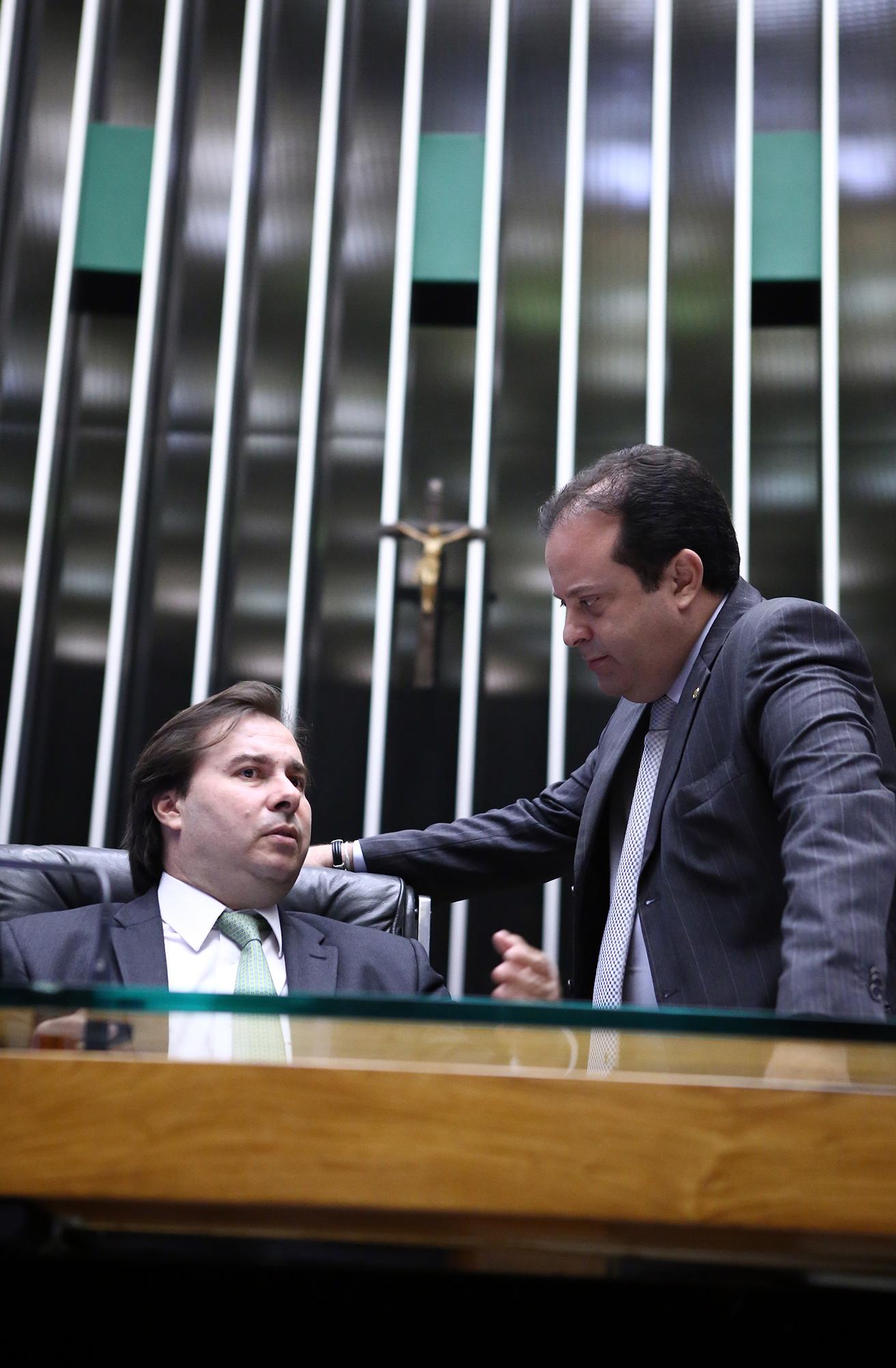 Sessão extraordinária da Câmara dos Deputados para discussão e votação de diversos projetos. Deputados (E) Rodrigo Maia (DEM-RJ), presidente da Câmara e André Moura (PSC-SE), líder do Governo da Câmara