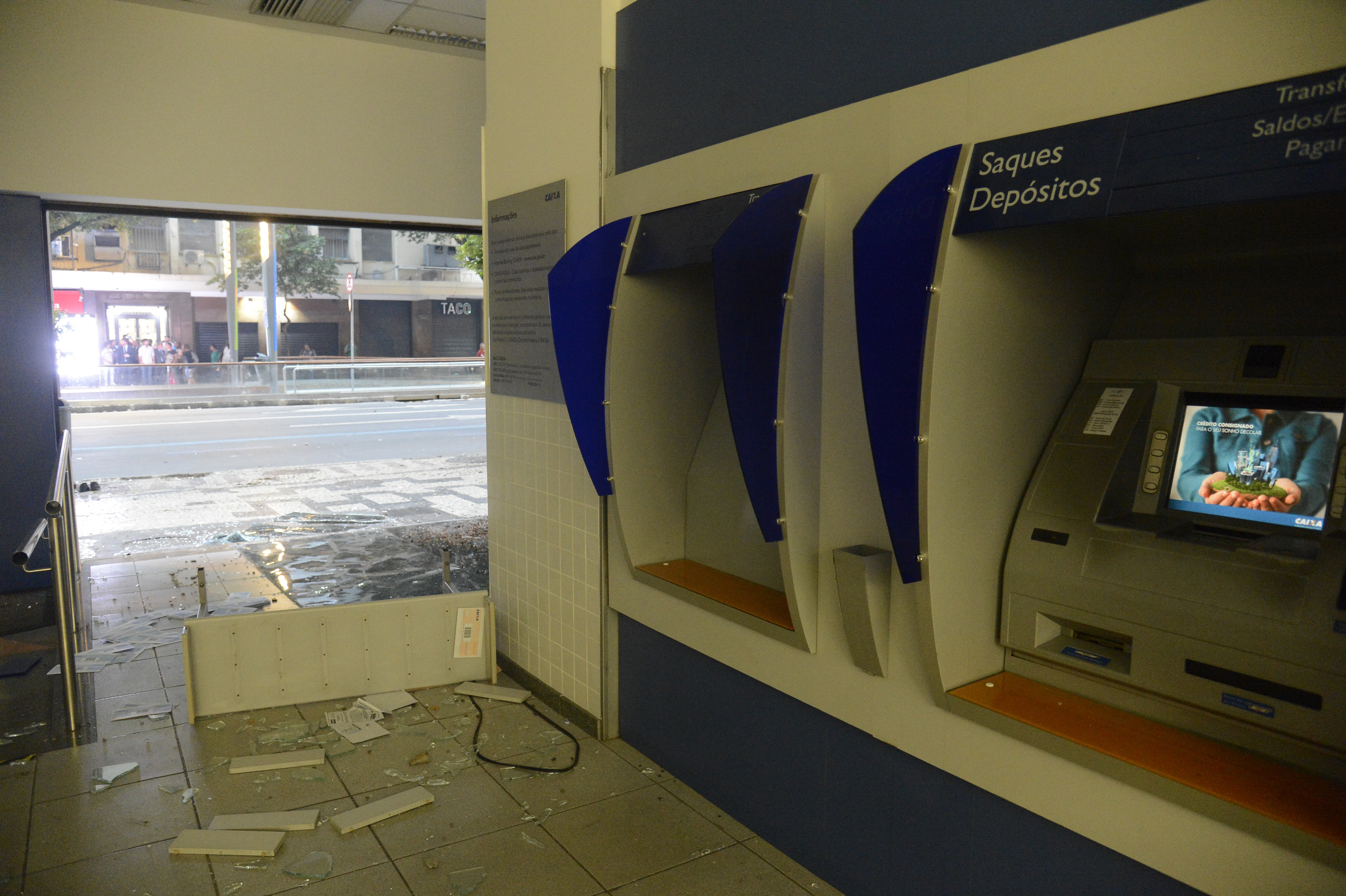 Segurança - geral - explosão caixas eletrônicos bancos quadrilhas protestos agências bancárias