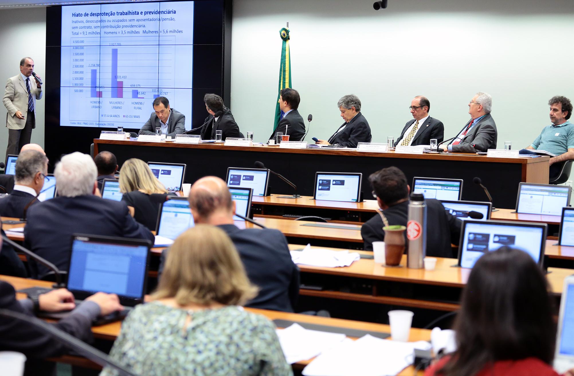 Audiência pública sobre os aspectos relacionados ao Regime Geral da Previdência Social. Diretor Técnico DIEESE, Clemente Ganz Lúcio