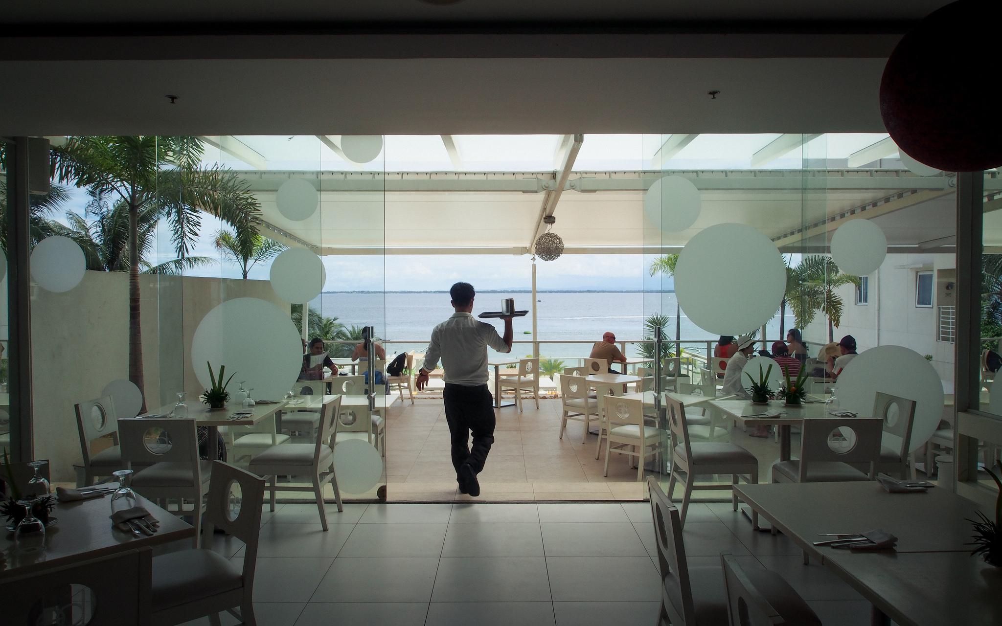 Trabalho - geral - garçom gorjeta restaurantes alimentação comércio