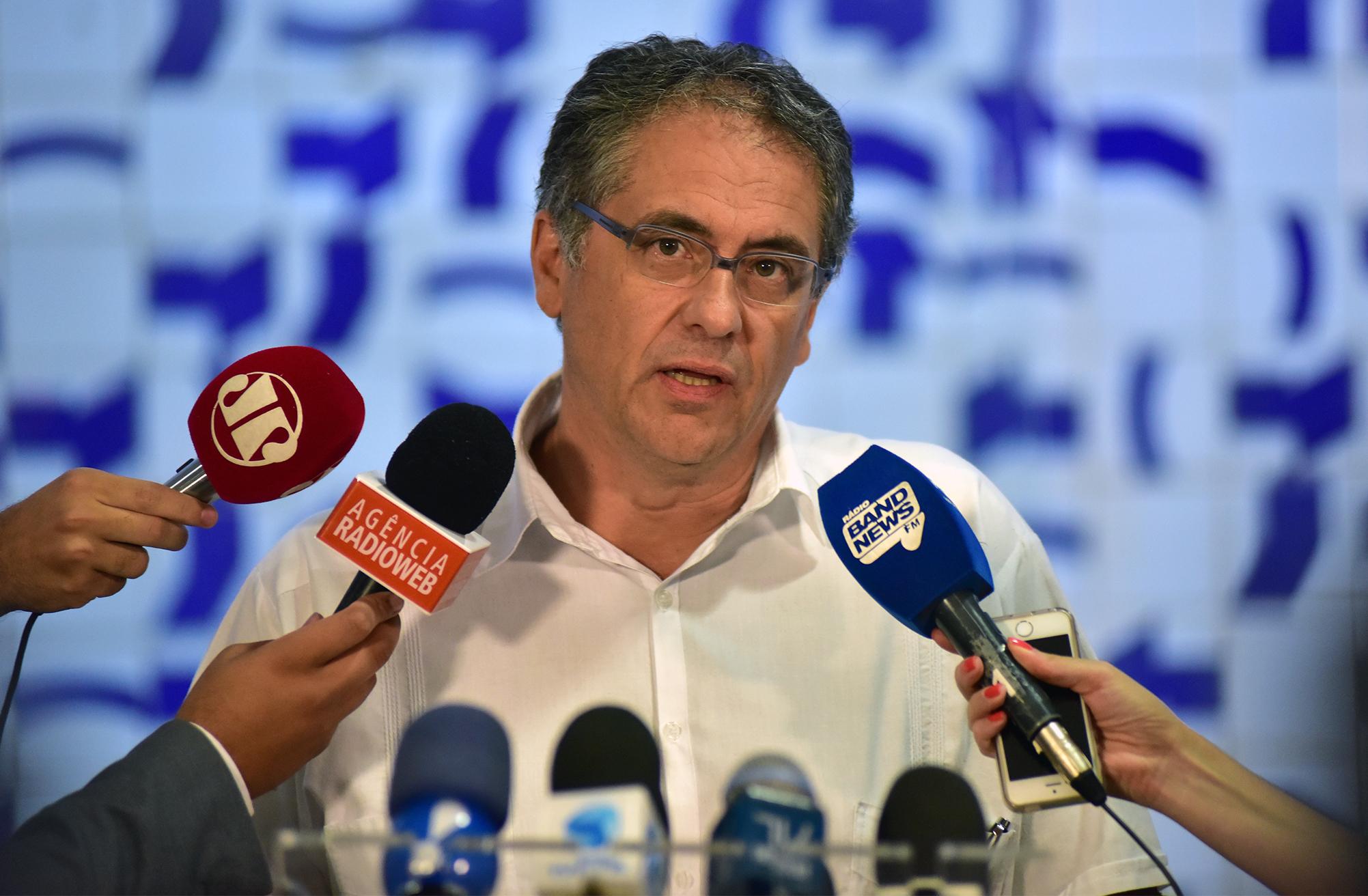 Dep. Carlos Zarattini (PT - SP) concede entrevista