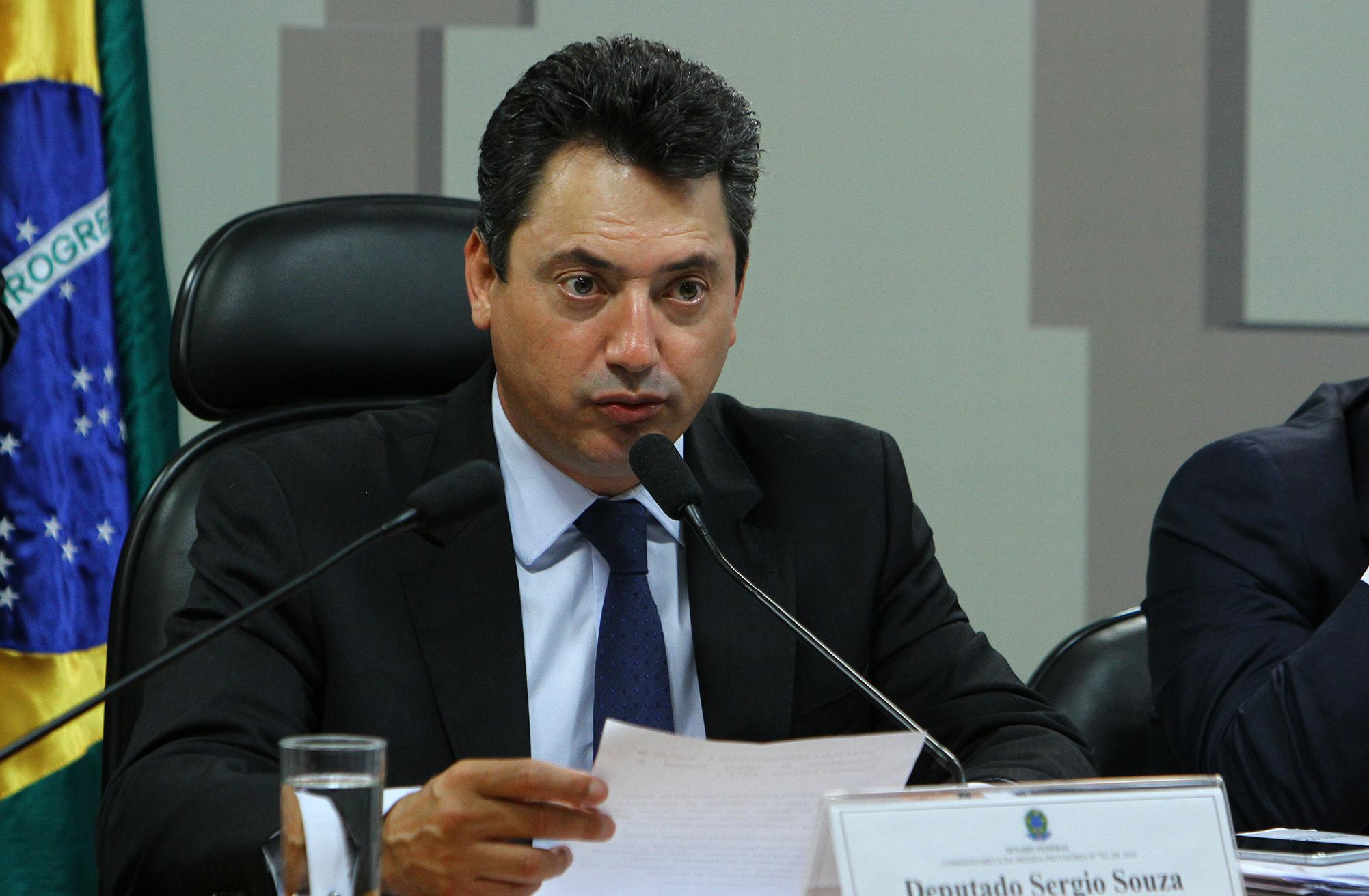 Audiência pública da Comissão Mista sobre a MP 752/16, que autoriza a prorrogação e a relicitação de contratos de parceria nos setores rodoviário, ferroviário e aeroportuário. Dep. Sérgio Souza (PMDB-PR)